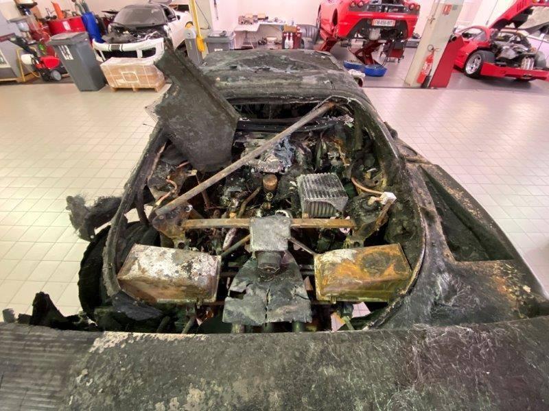 Ferrari_F40_fire_damaged_0005