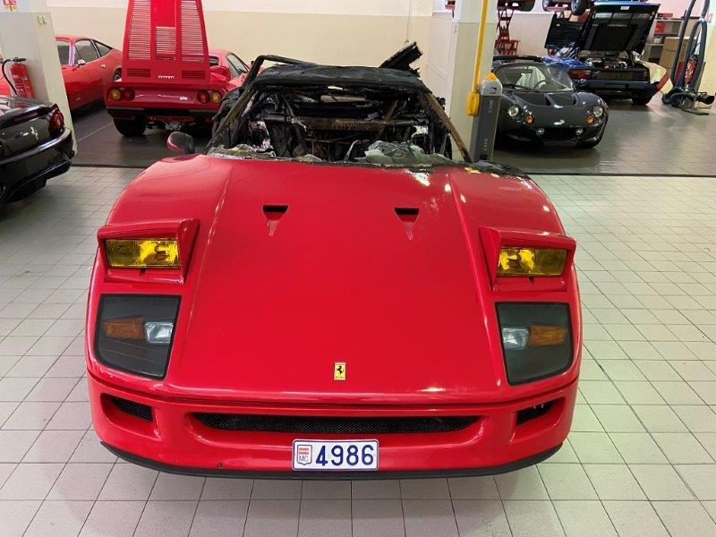 Ferrari_F40_fire_damaged_0007