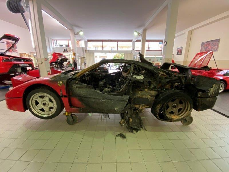 Ferrari_F40_fire_damaged_0008