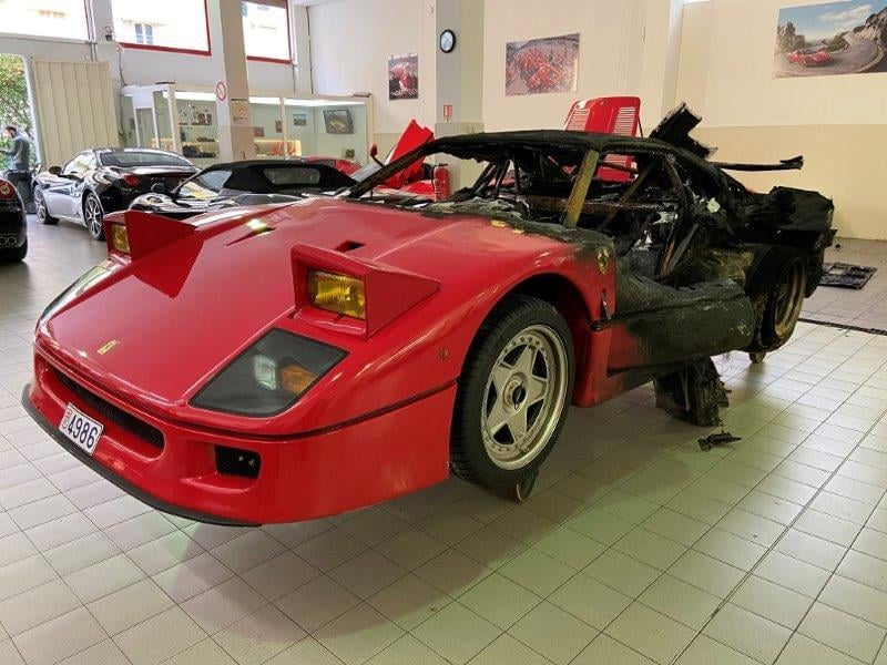 Ferrari_F40_fire_damaged_0009