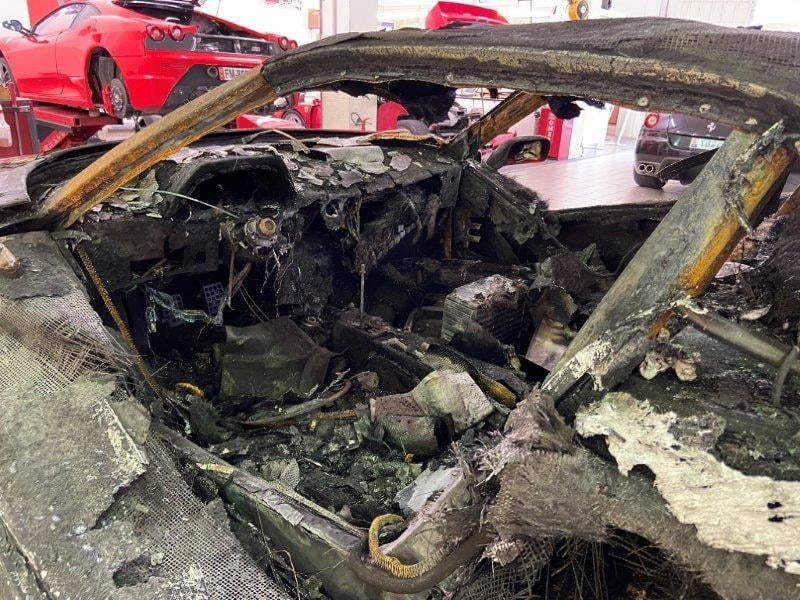 Ferrari_F40_fire_damaged_0010