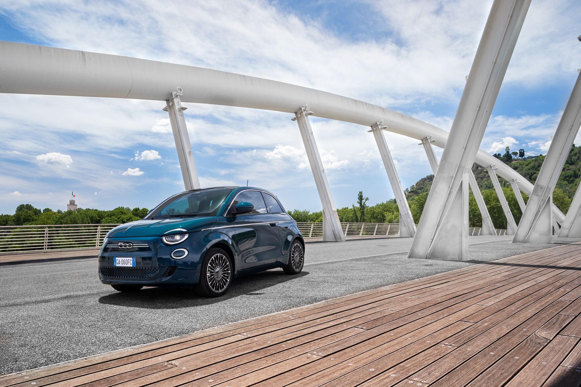 Fiat-500-Electric-hatchback-la-prima-18