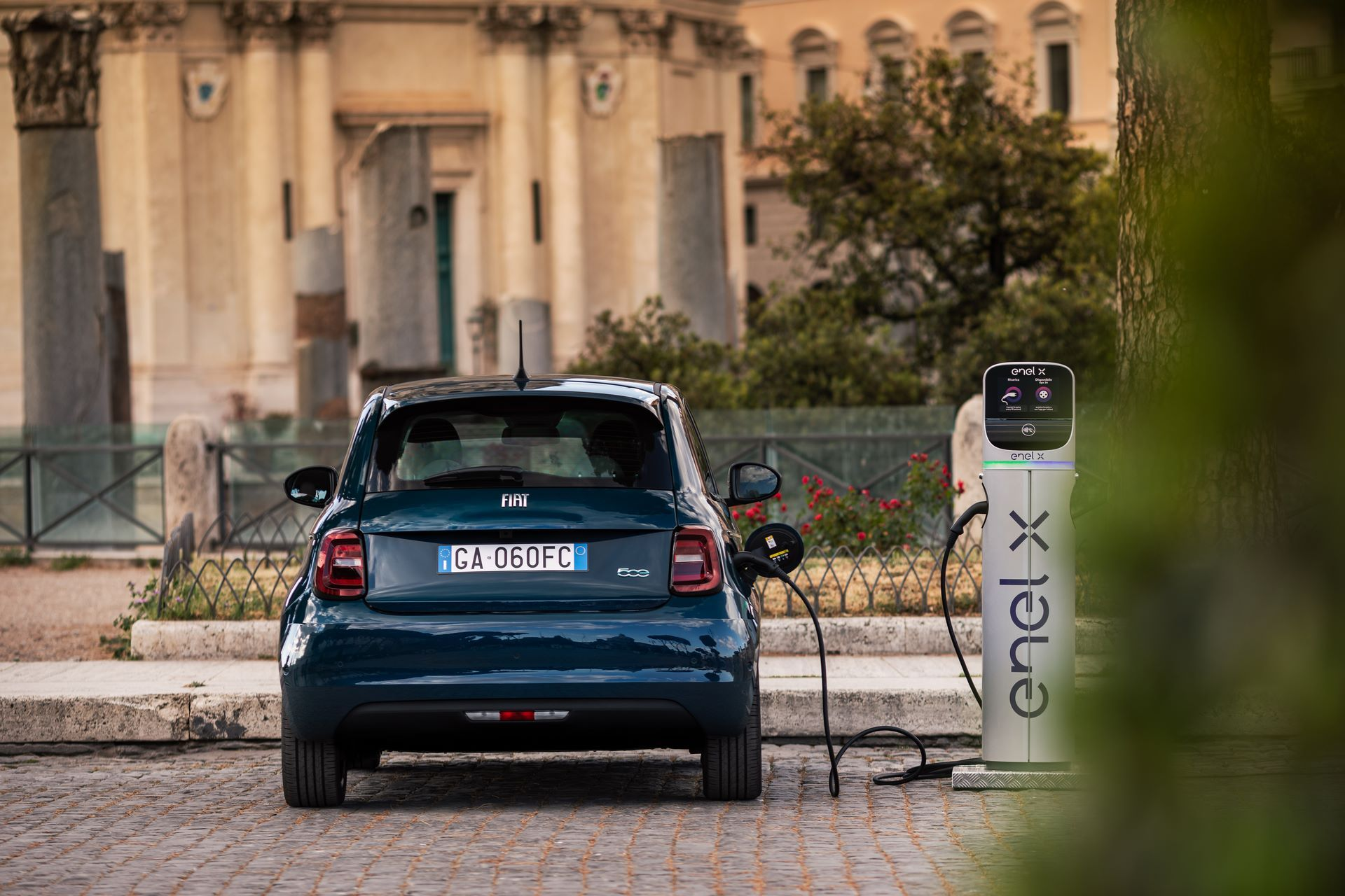 Fiat-500-Electric-hatchback-la-prima-36