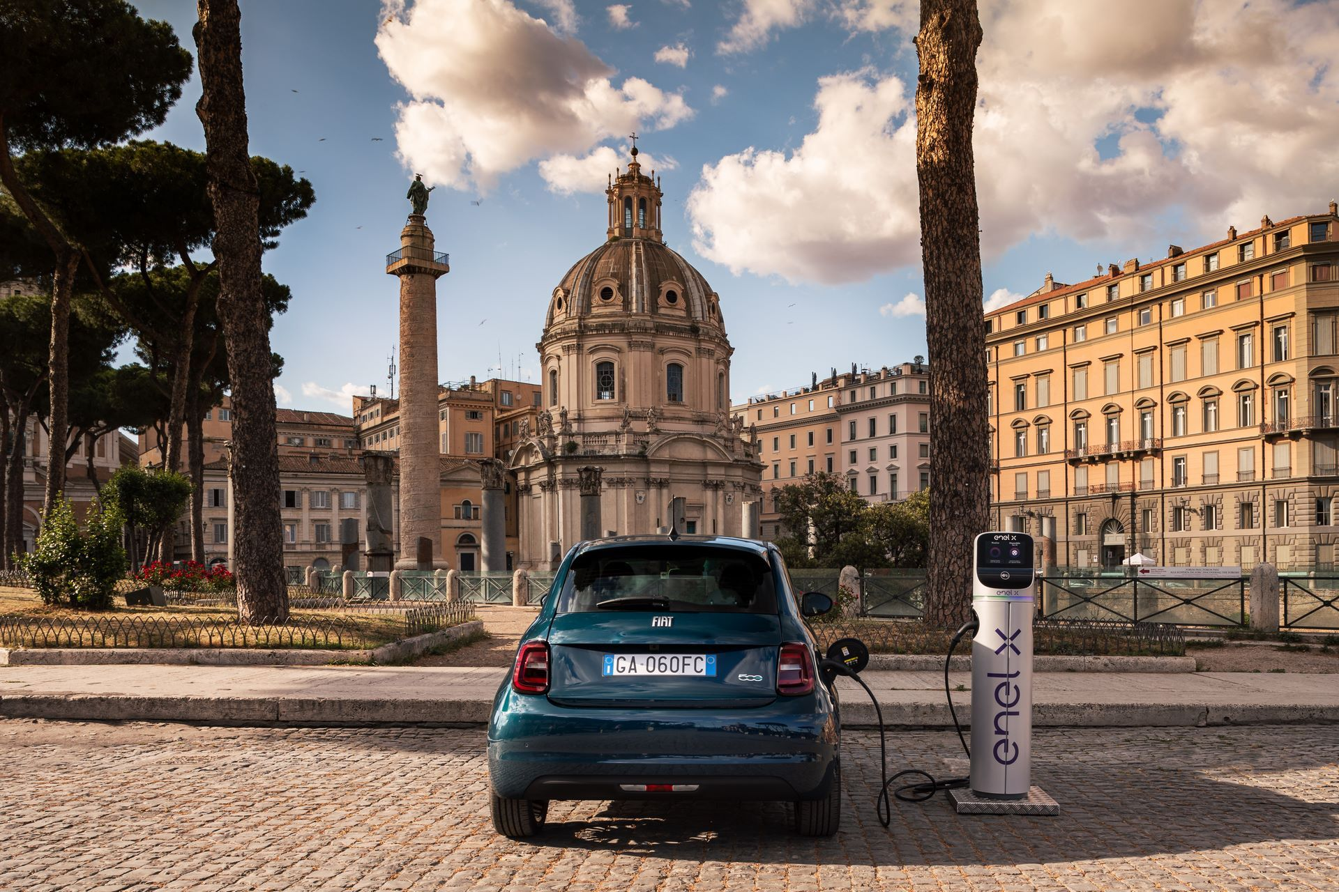 Fiat-500-Electric-hatchback-la-prima-6