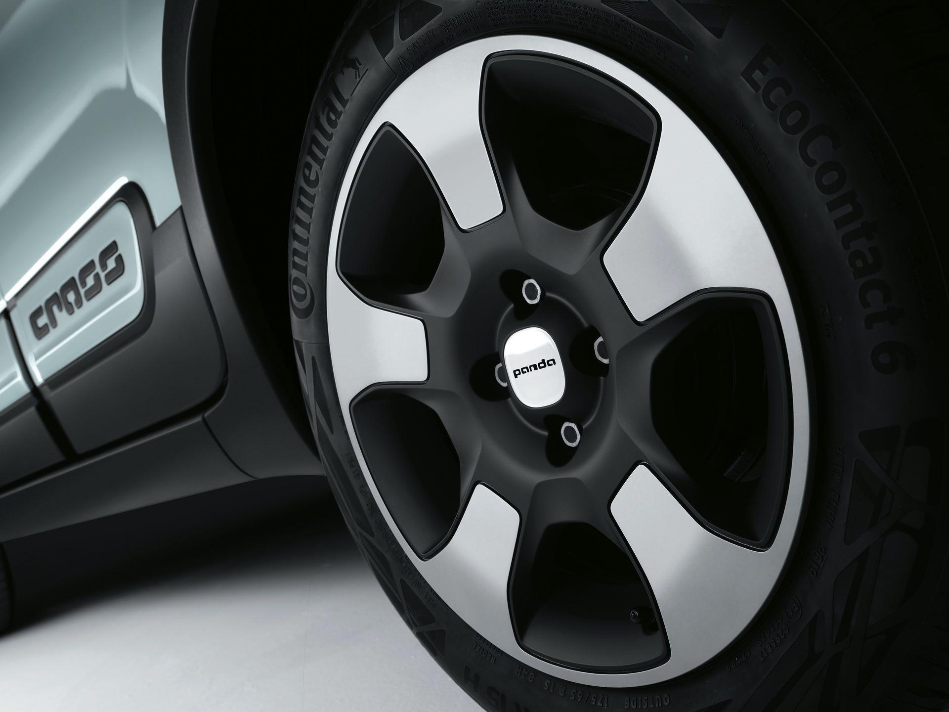Fiat_Panda-Hybrid_01-12
