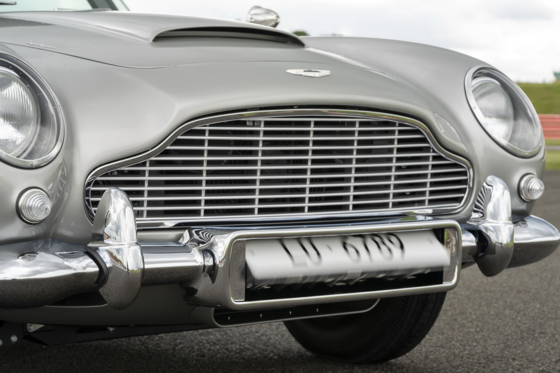 First-Aston-Martin-DB5-Goldfinger-continuation-15