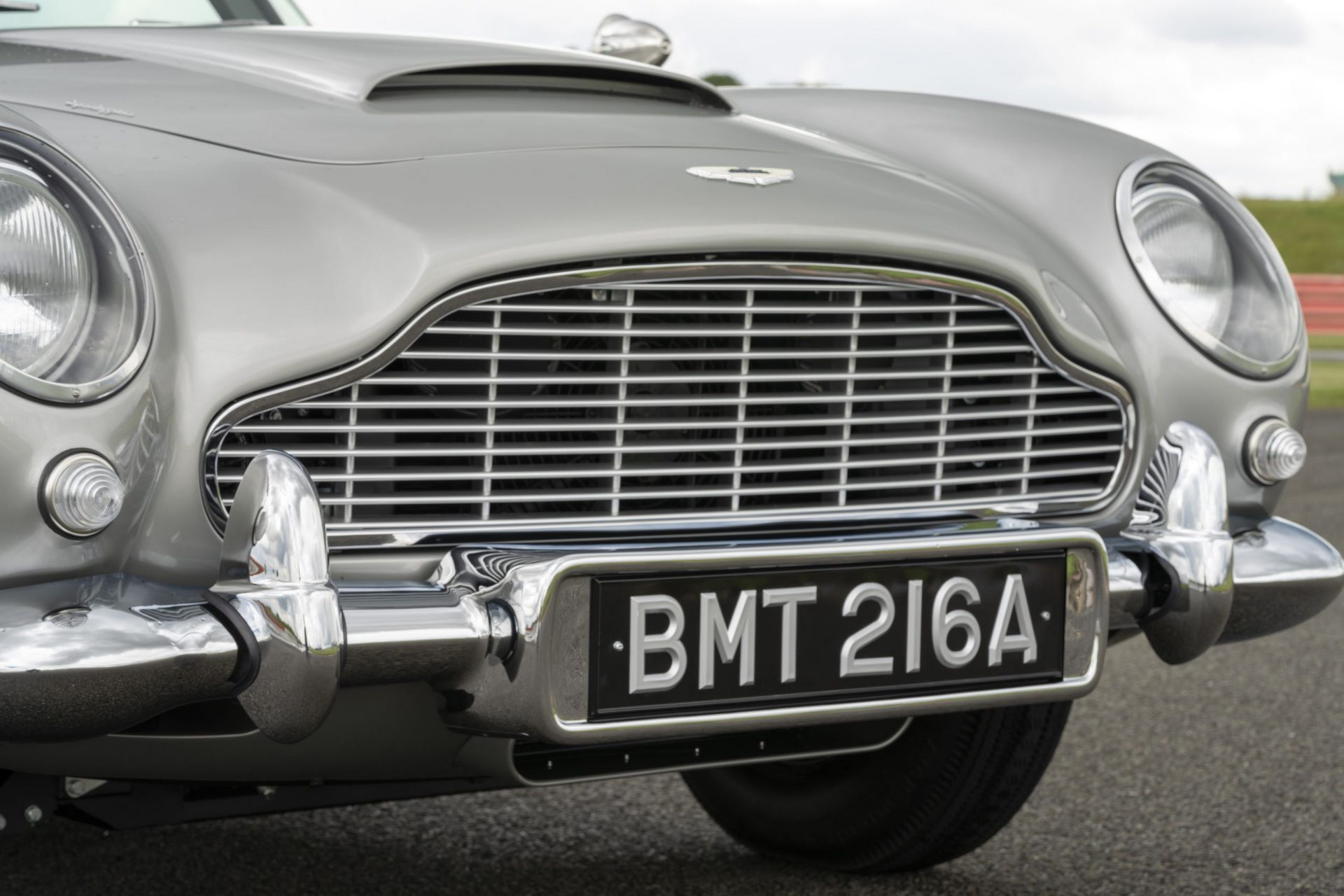 First-Aston-Martin-DB5-Goldfinger-continuation-16
