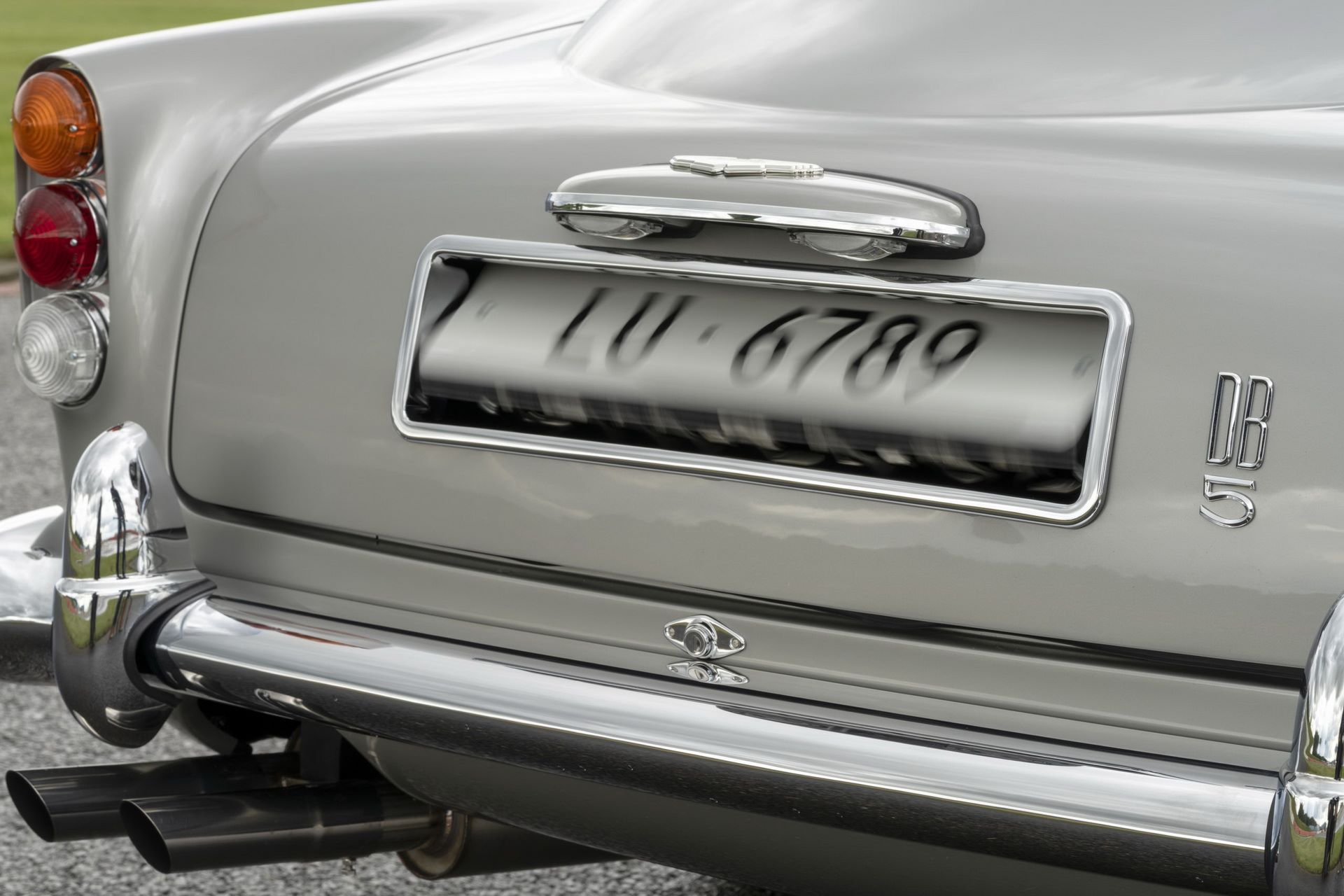 First-Aston-Martin-DB5-Goldfinger-continuation-18