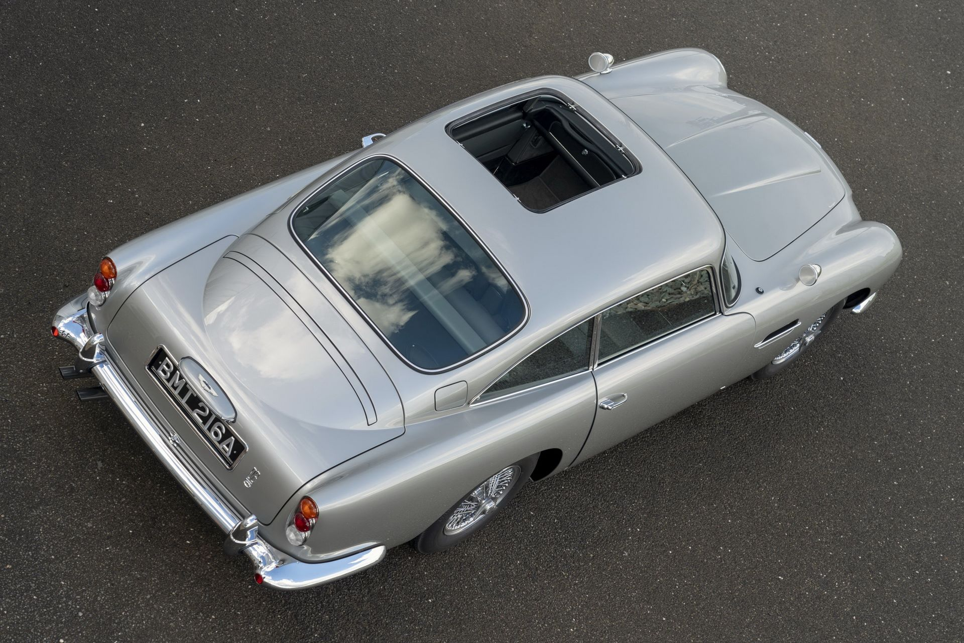 First-Aston-Martin-DB5-Goldfinger-continuation-31