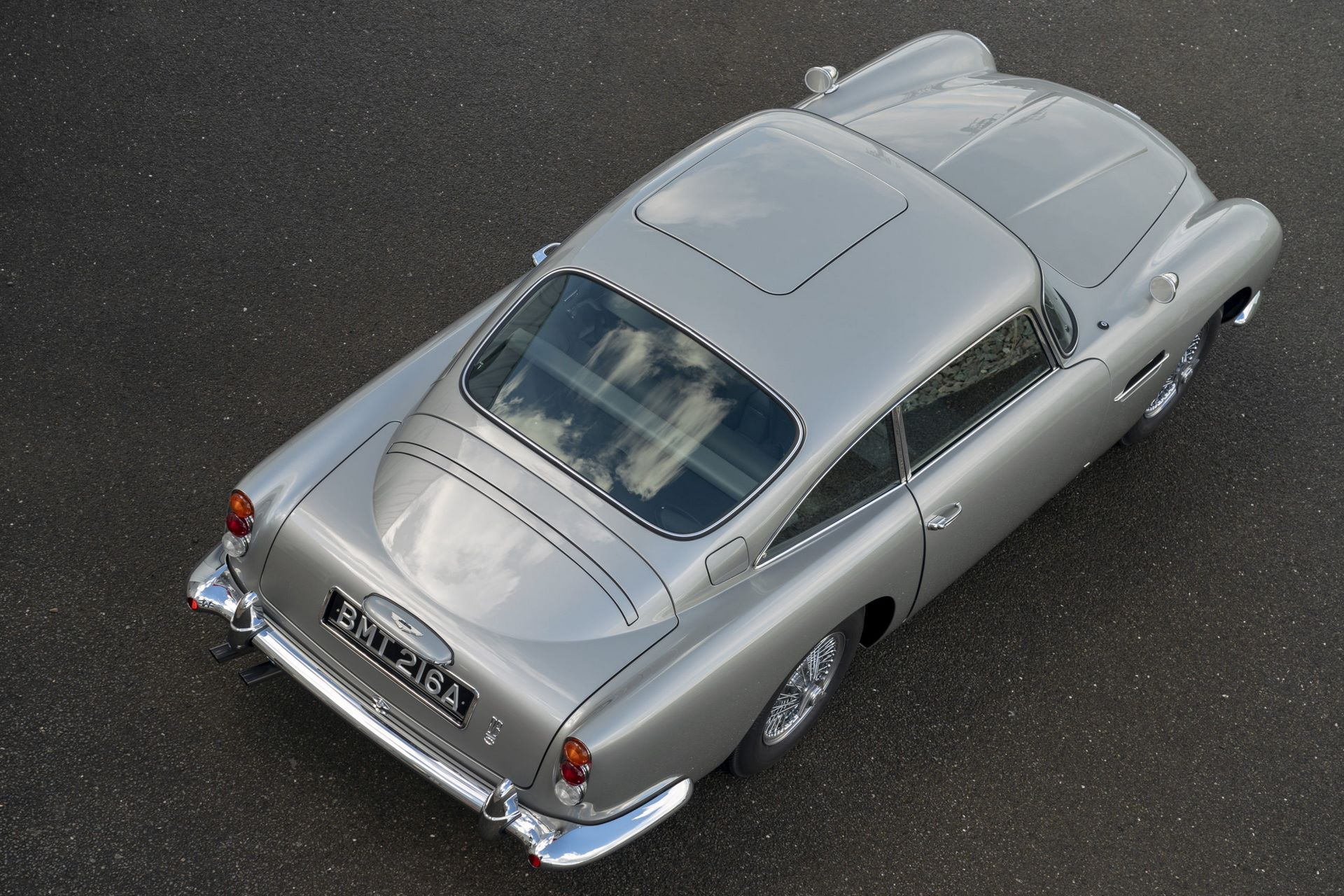 First-Aston-Martin-DB5-Goldfinger-continuation-32