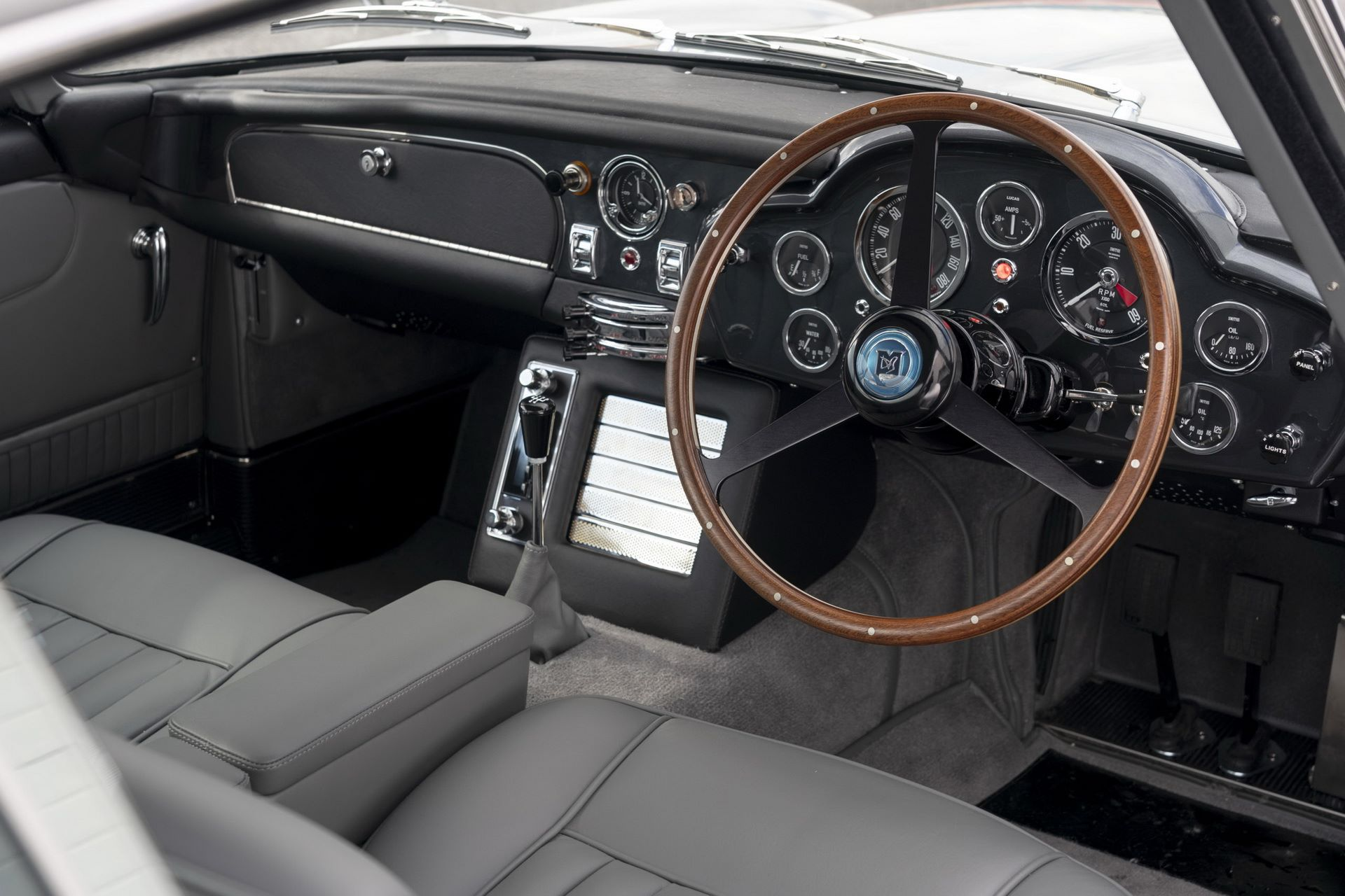 First-Aston-Martin-DB5-Goldfinger-continuation-33