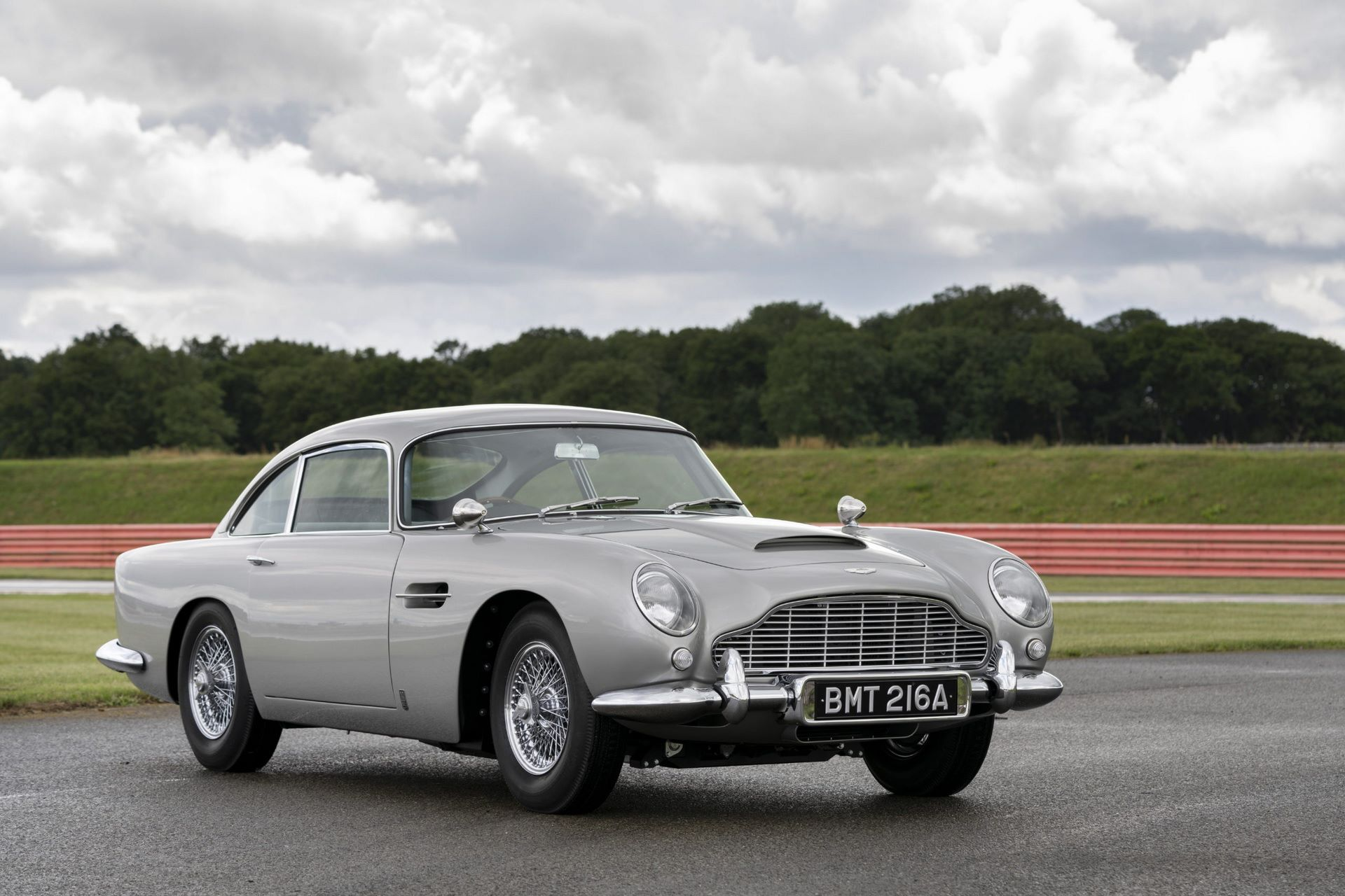 First-Aston-Martin-DB5-Goldfinger-continuation-5