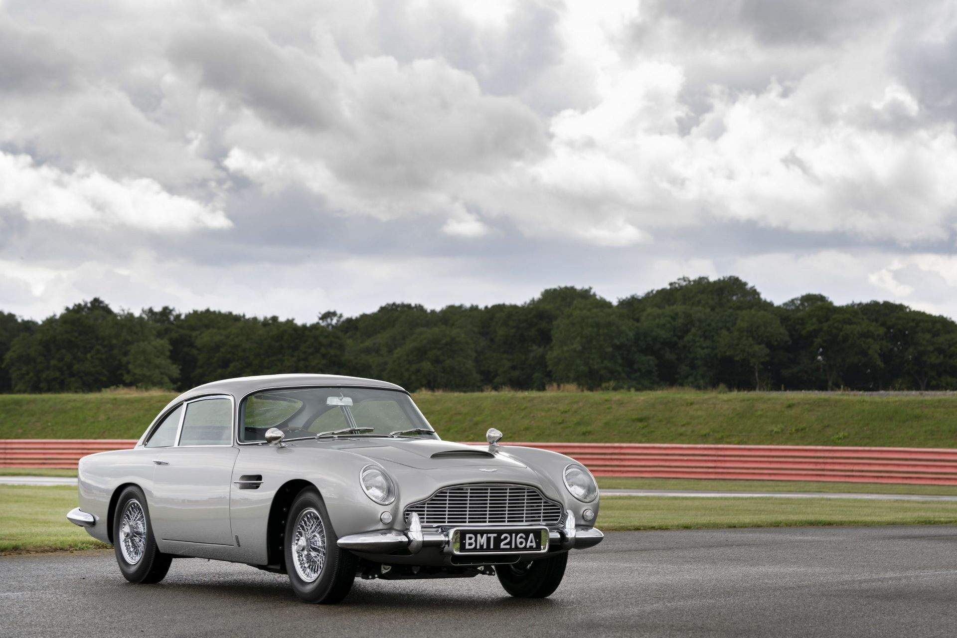 First-Aston-Martin-DB5-Goldfinger-continuation-7