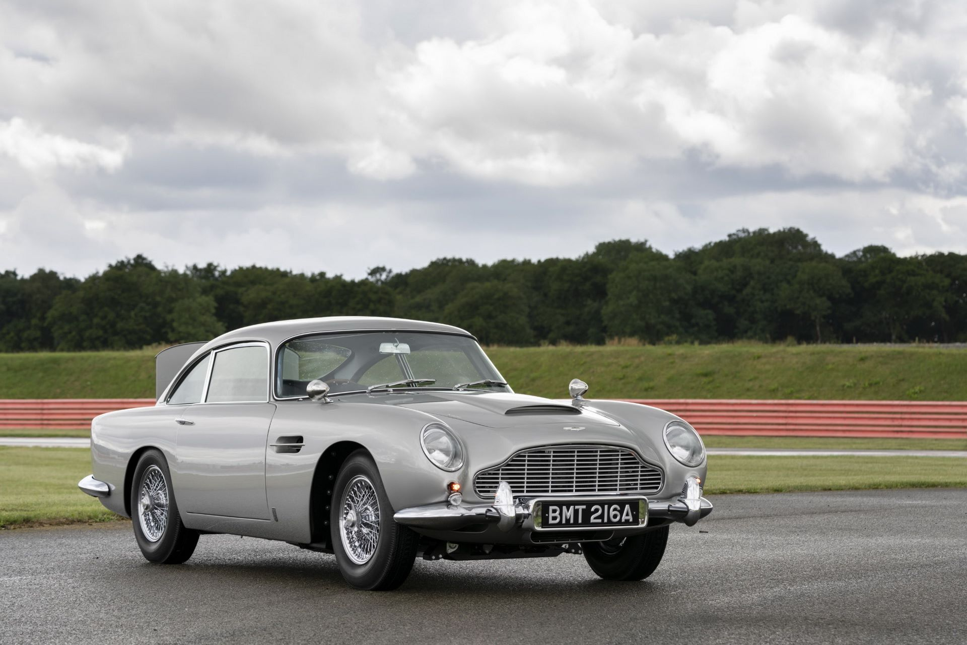 First-Aston-Martin-DB5-Goldfinger-continuation-8