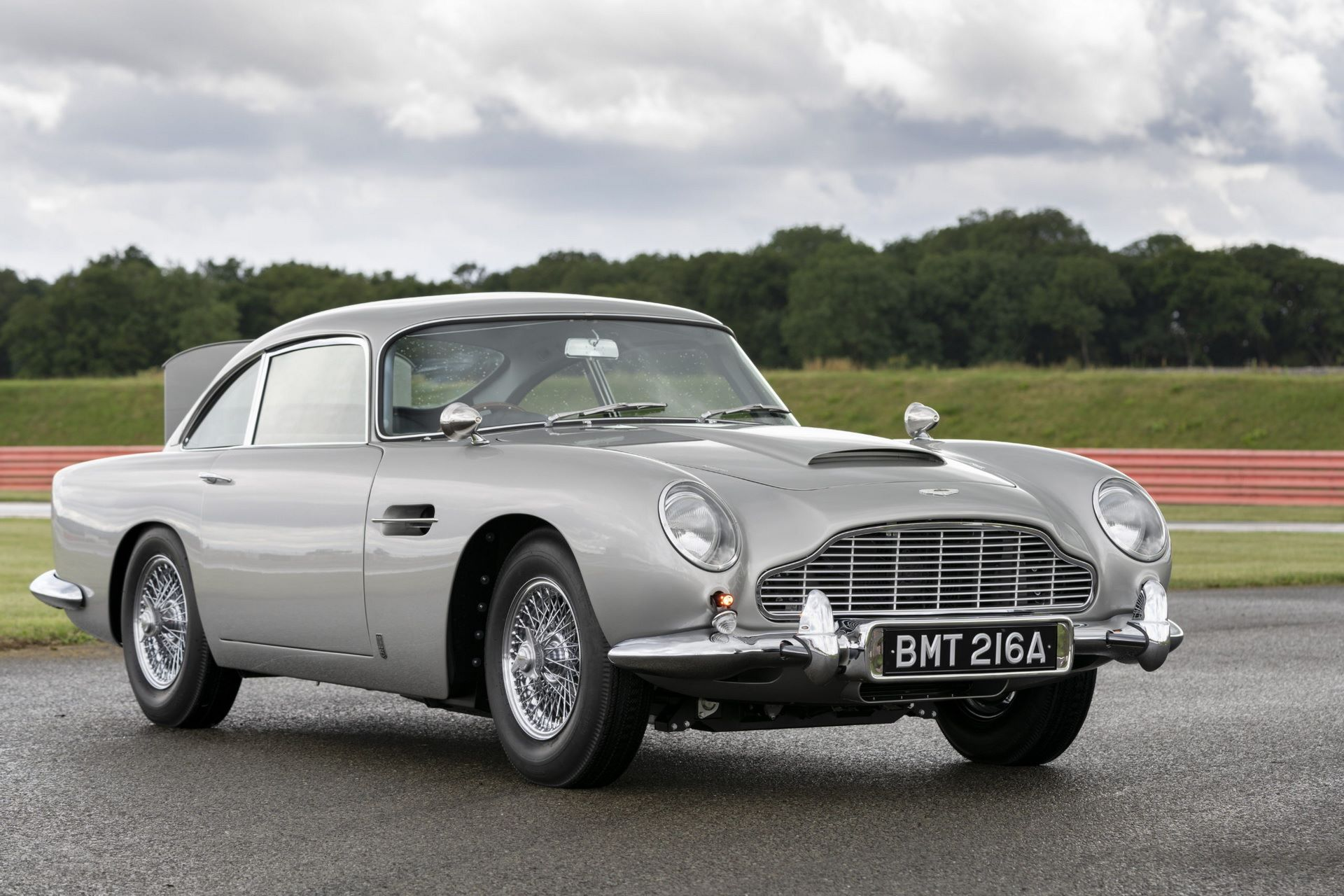 First-Aston-Martin-DB5-Goldfinger-continuation-9