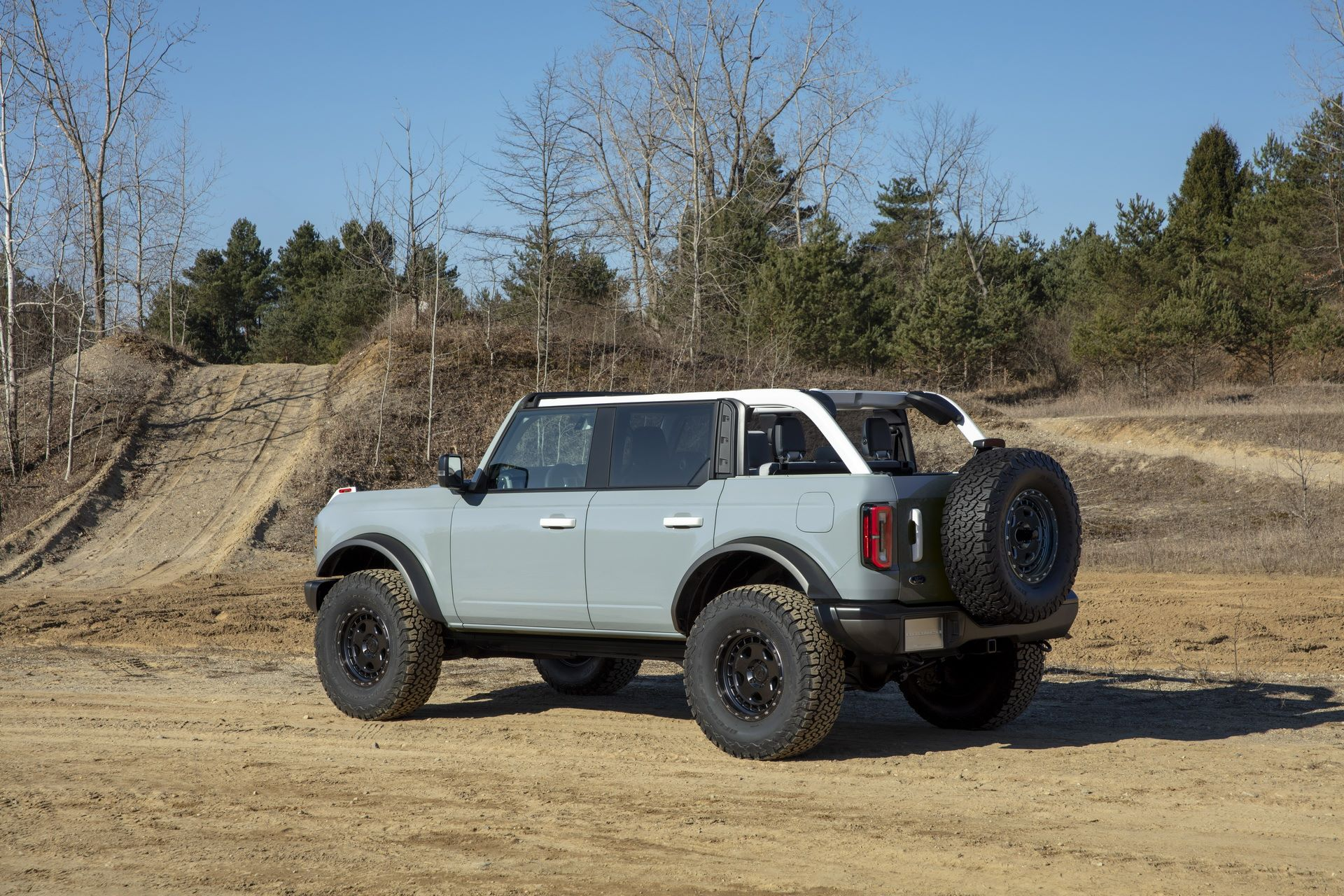 Ford-Bronco-2021-23