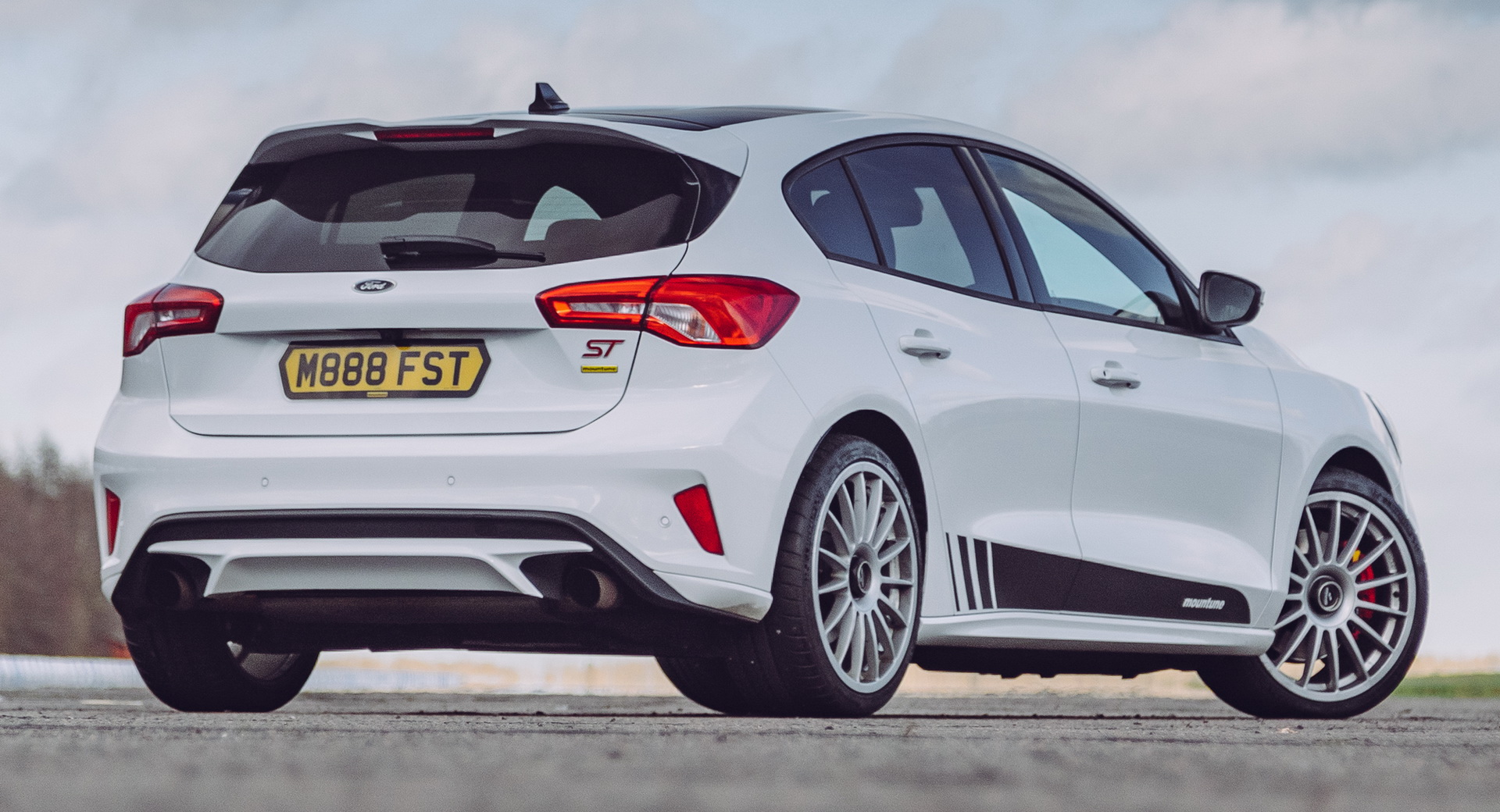 Ford-Focus-ST-Mountune-02