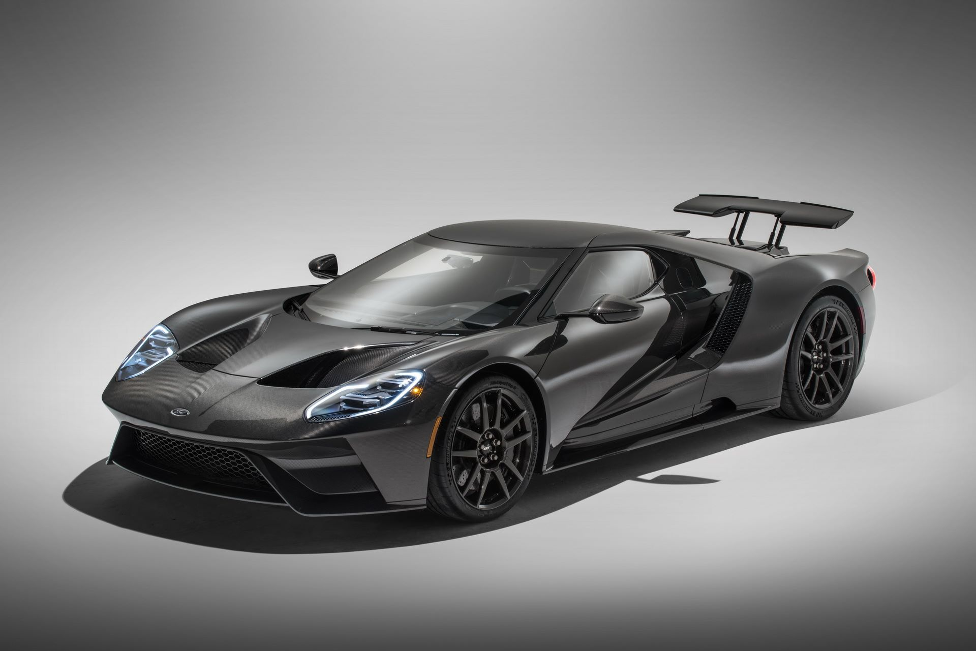 1_2020-ford-gt-liquid-carbon-edition-6