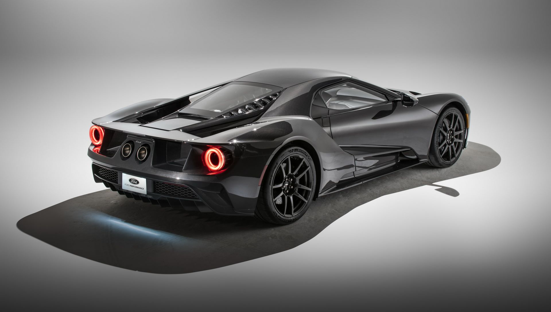 2020-ford-gt-liquid-carbon-edition-10