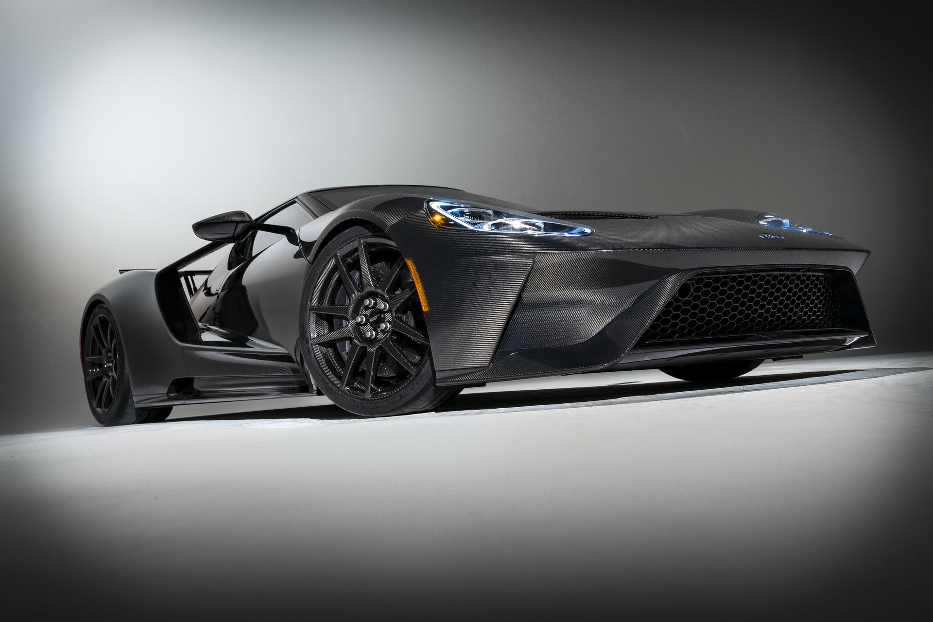 2020-ford-gt-liquid-carbon-edition-13