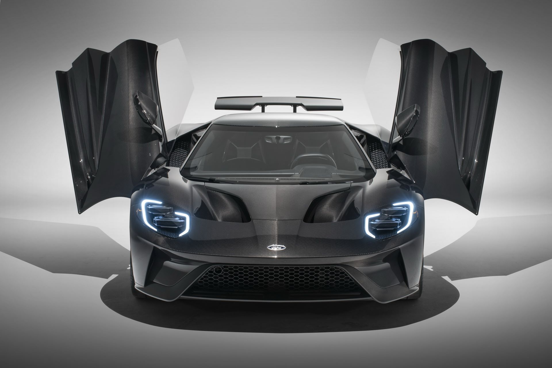 2020-ford-gt-liquid-carbon-edition-7