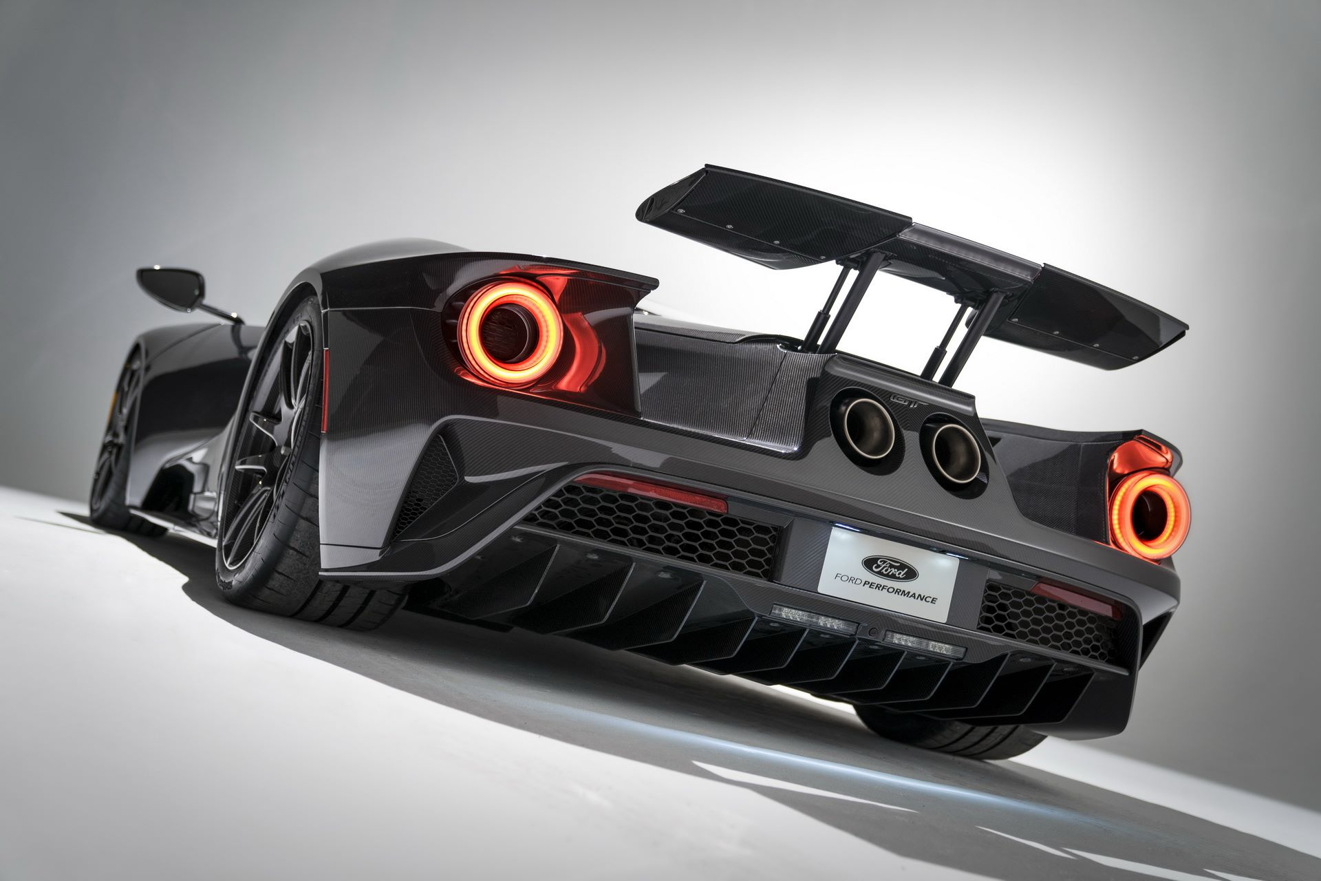 2020-ford-gt-liquid-carbon-edition-9