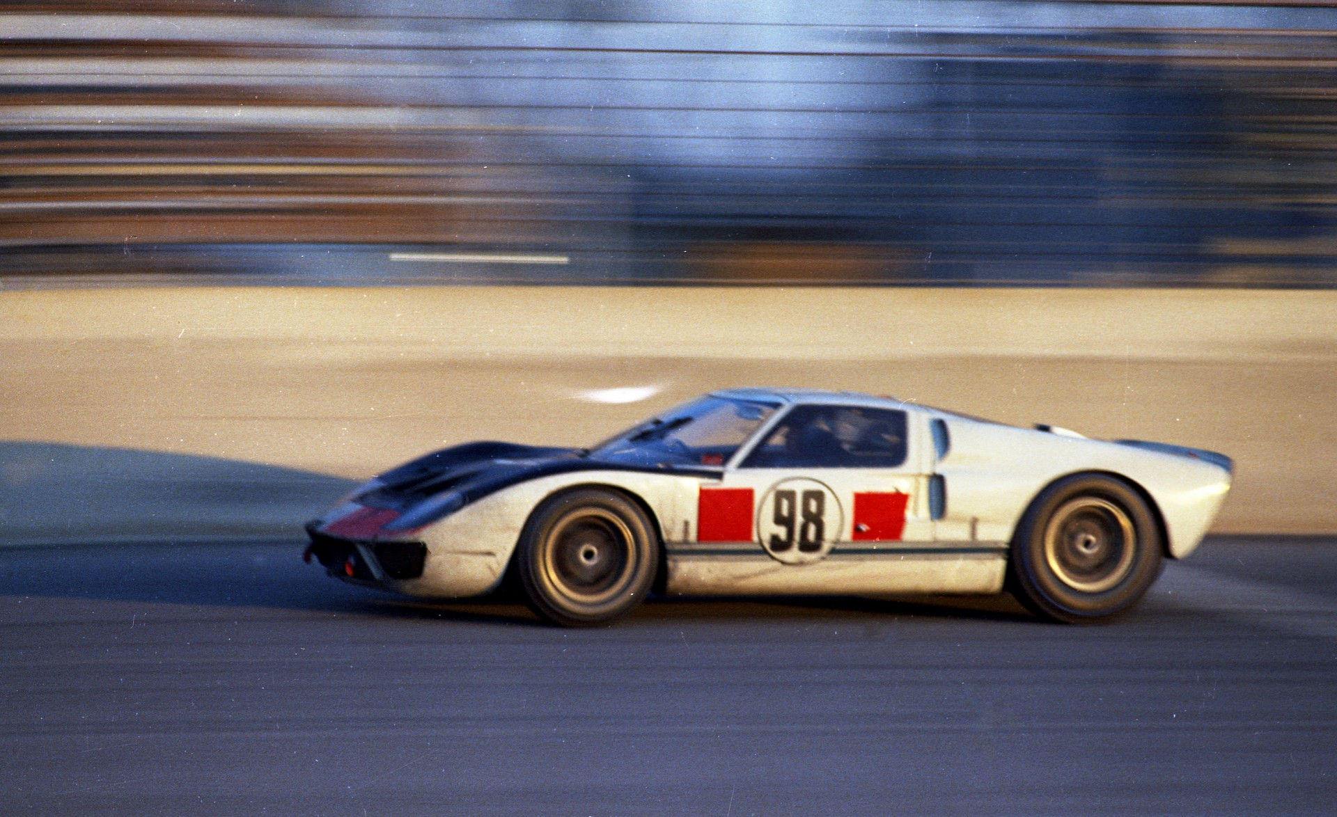 2021-Ford-GT-Heritage-Edition-4-1