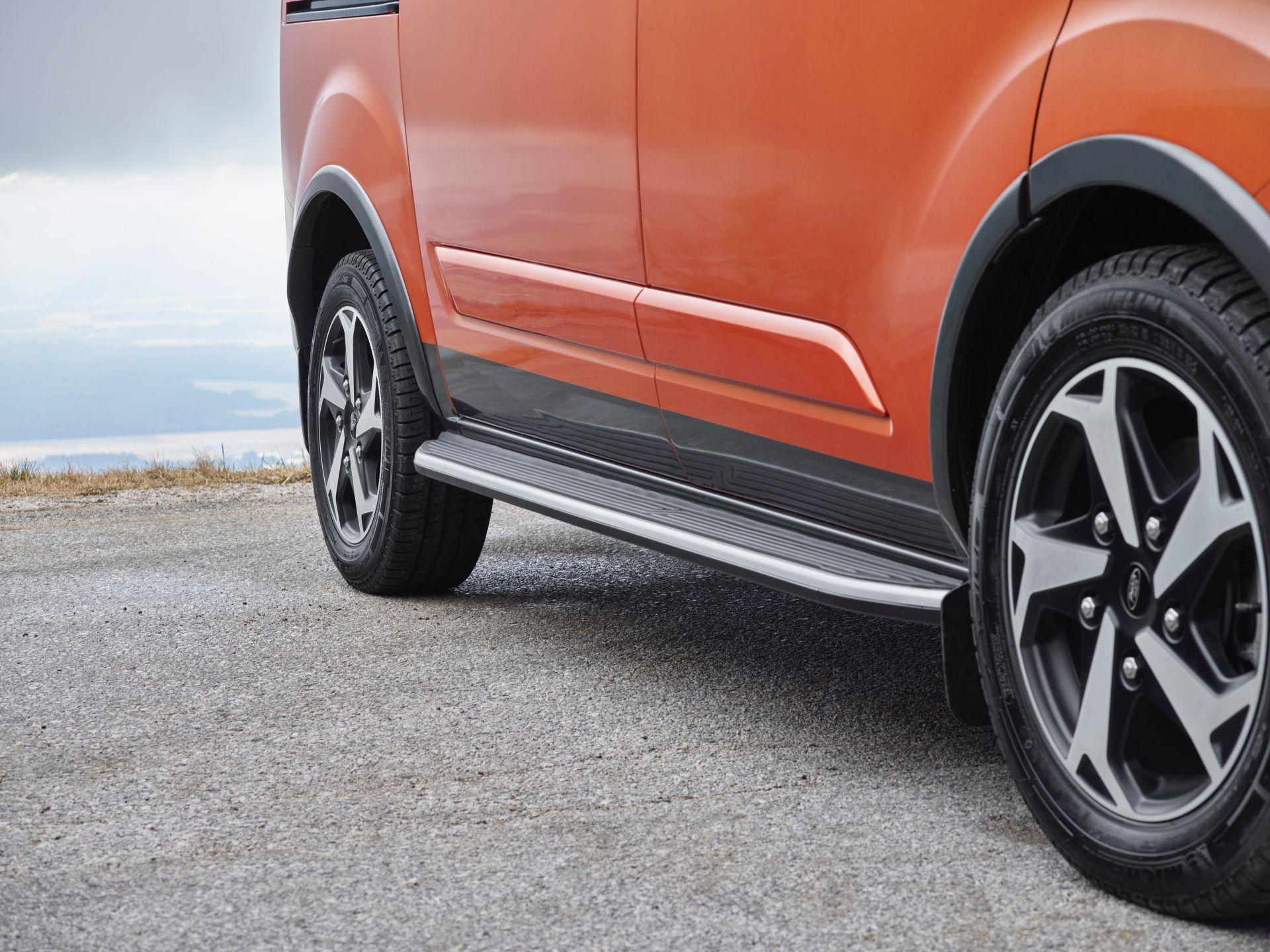 2021-Ford-Tourneo-Custom-Active-Euro-spec-7