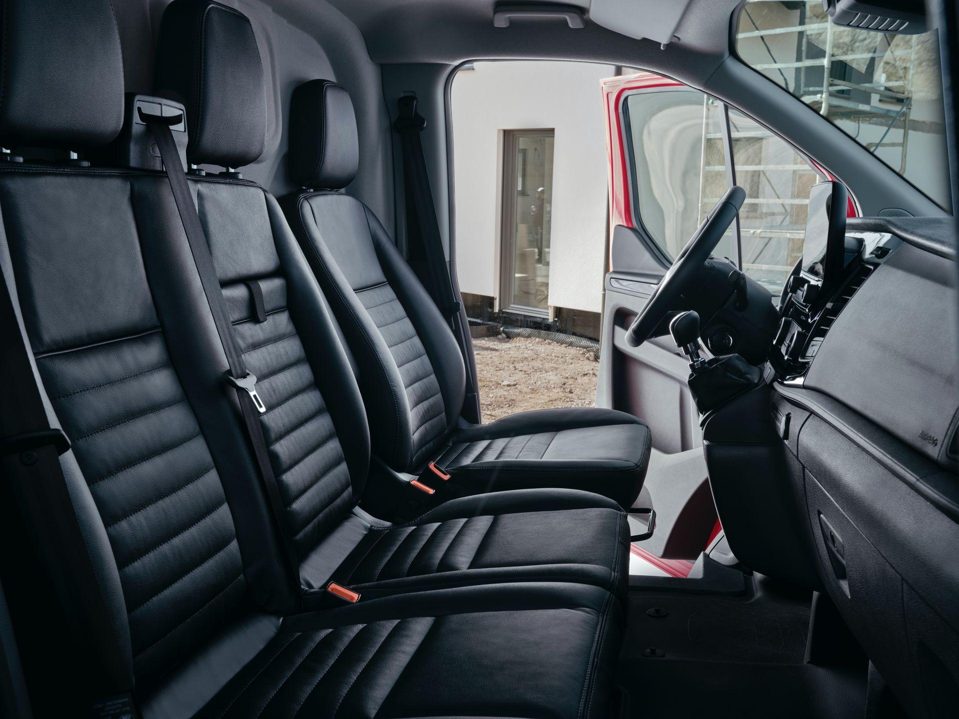 2021-Ford-Transit-Custom-Trail-Euro-spec-17