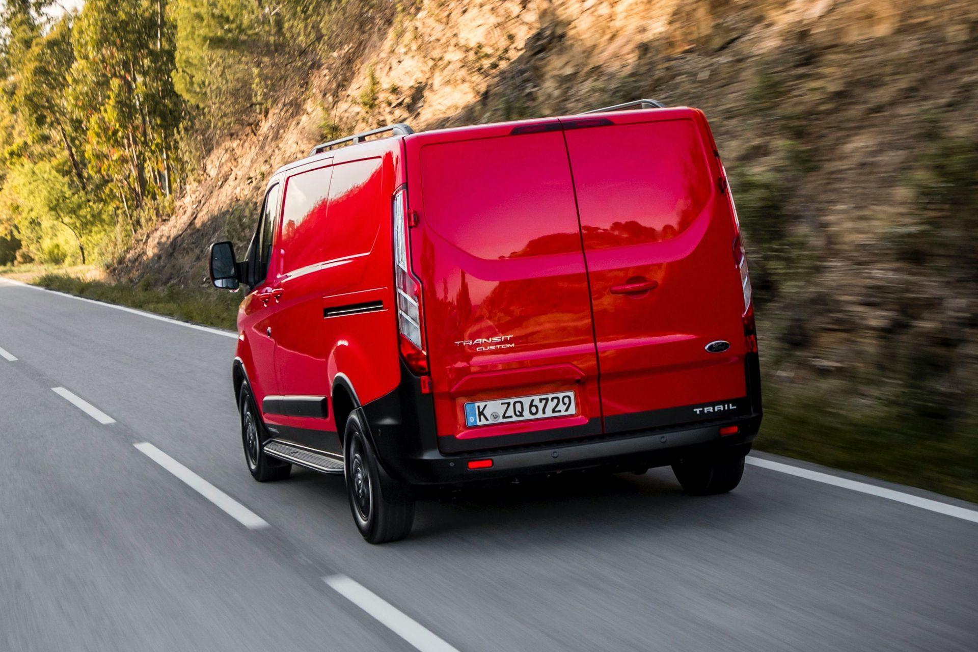 2021-Ford-Transit-Custom-Trail-Euro-spec-2