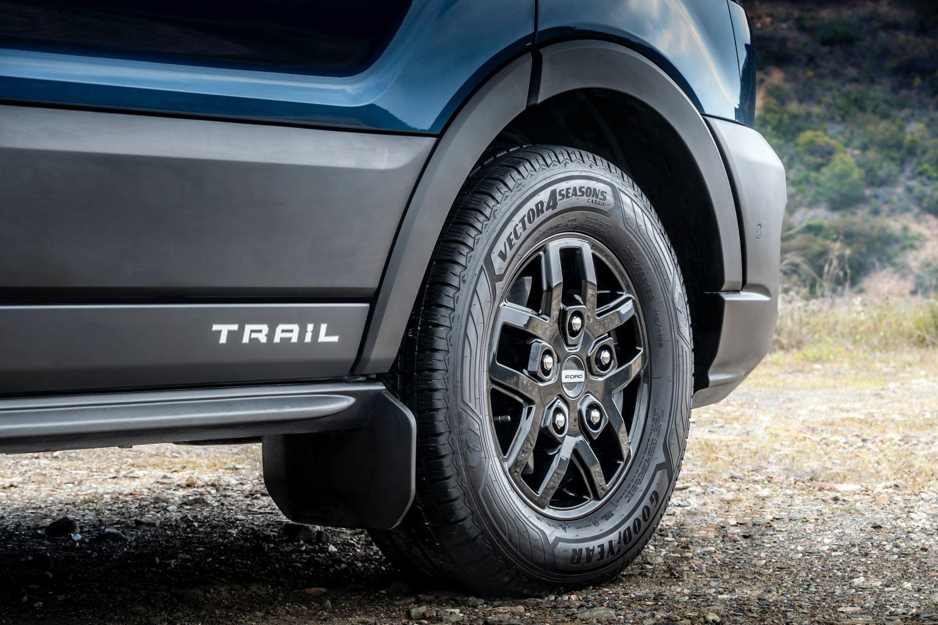 2021-Ford-Transit-Trail-Euro-spec-18