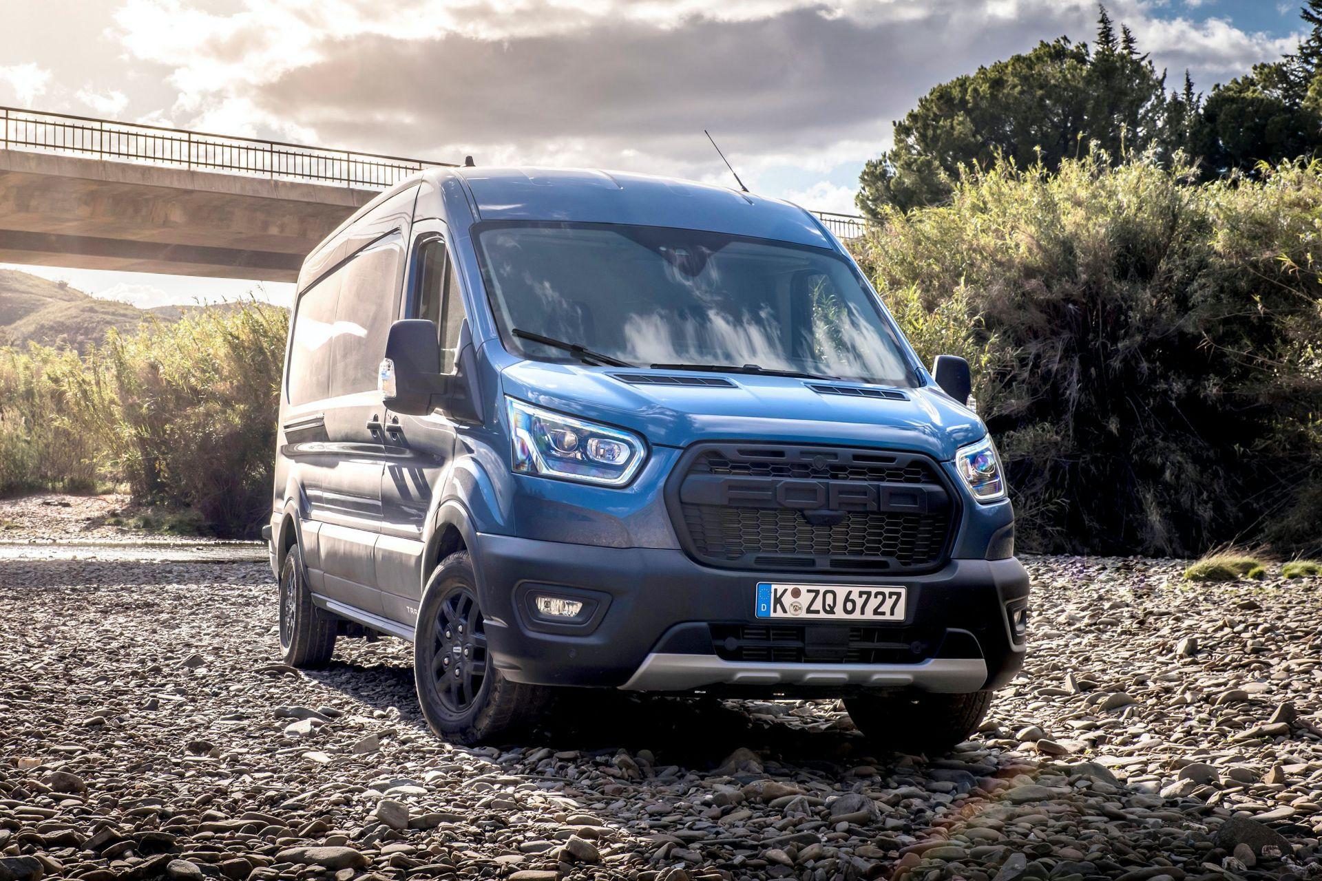 2021-Ford-Transit-Trail-Euro-spec-5