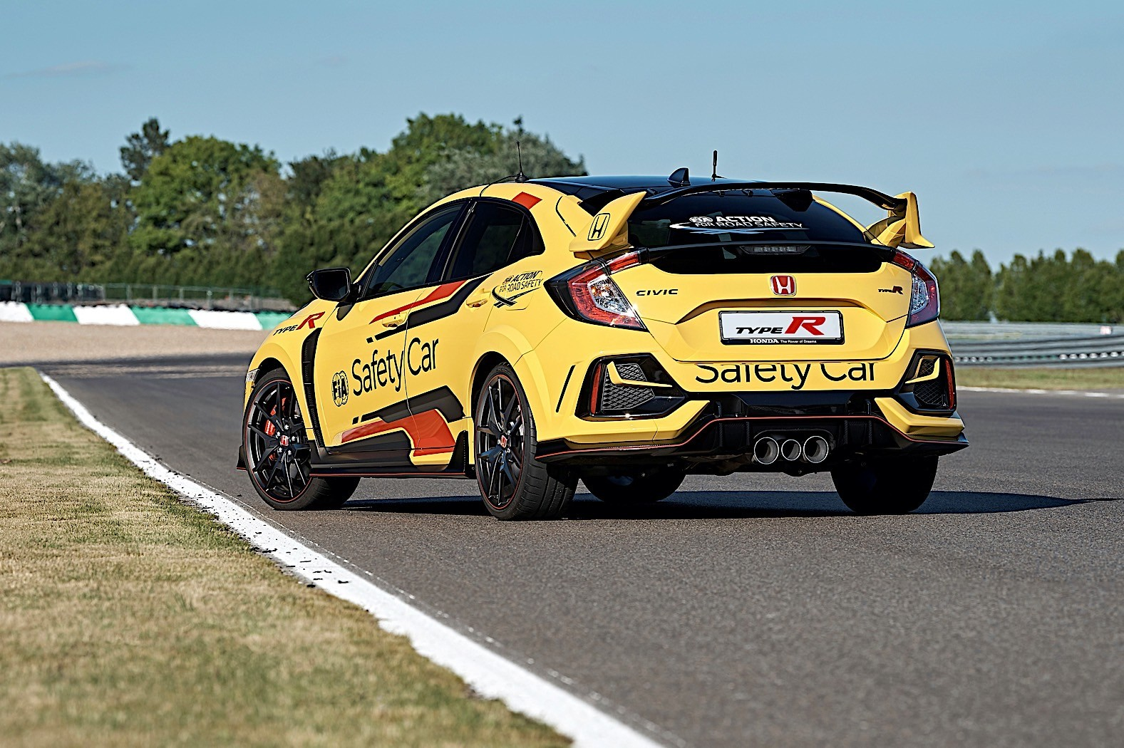 Honda_Civic_Type_R_Limited_safety_car_WTCR_0005