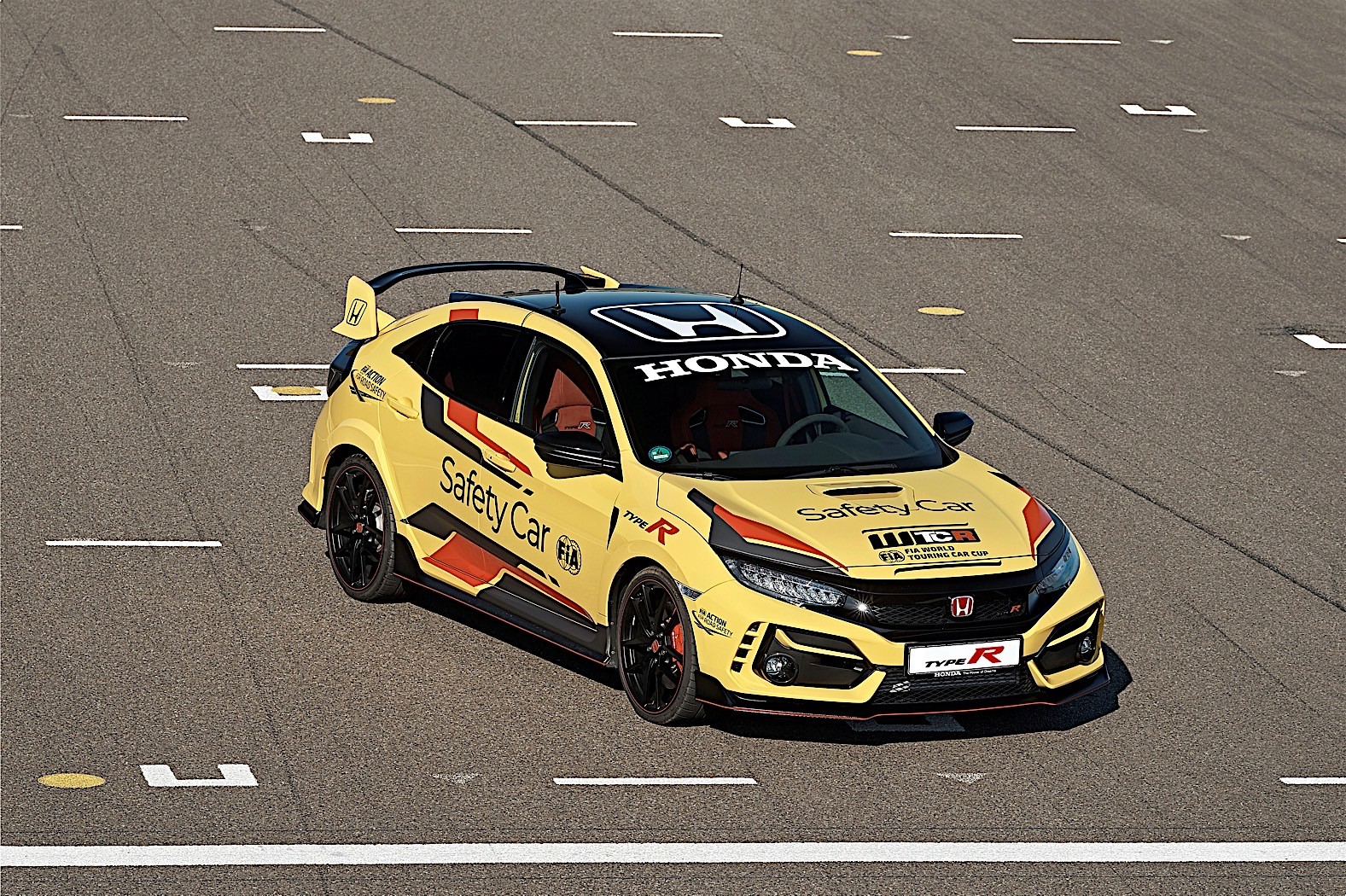 Honda_Civic_Type_R_Limited_safety_car_WTCR_0007