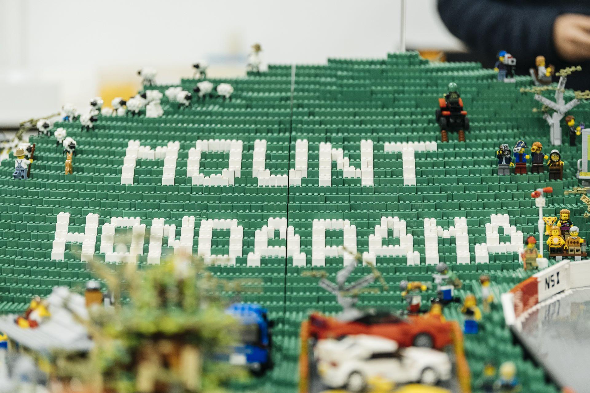 Honda-mount-panorama-bathurst-australia-lego-2