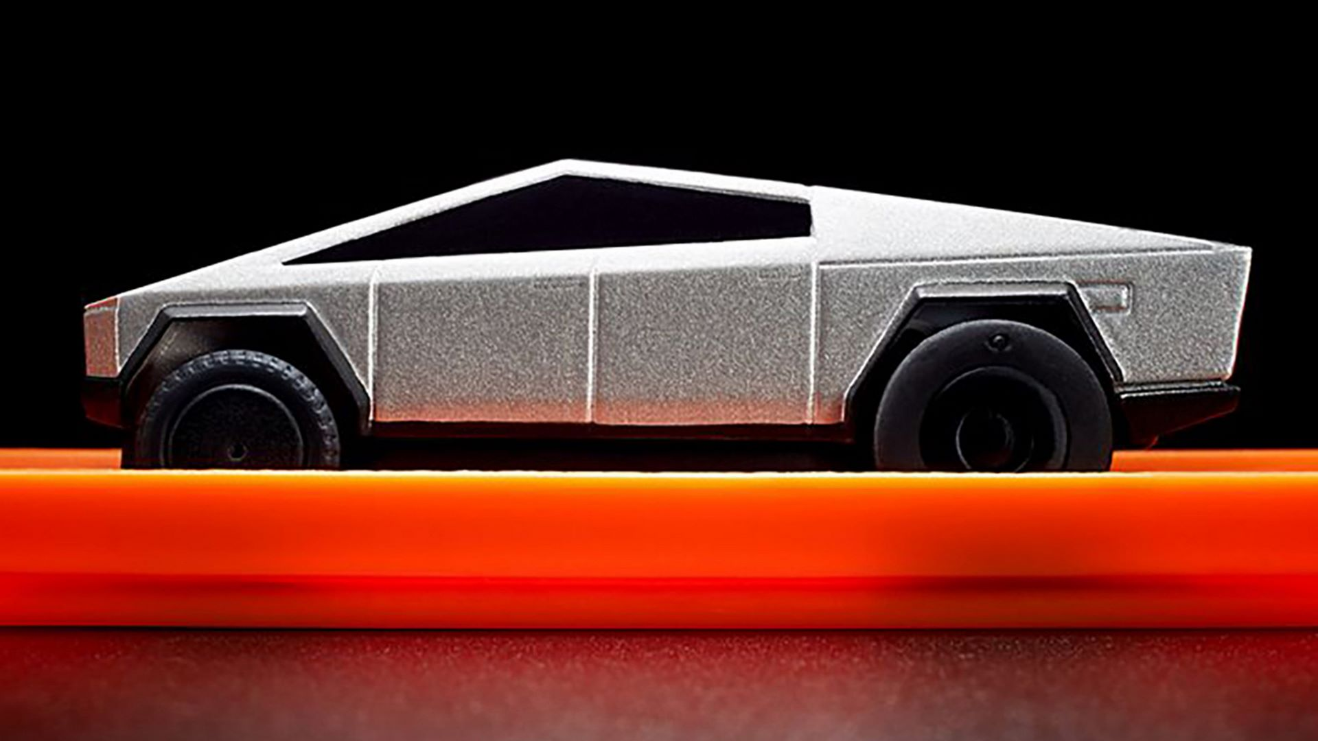 Hot-Wheels-RC-Tesla-Cybertruck-9