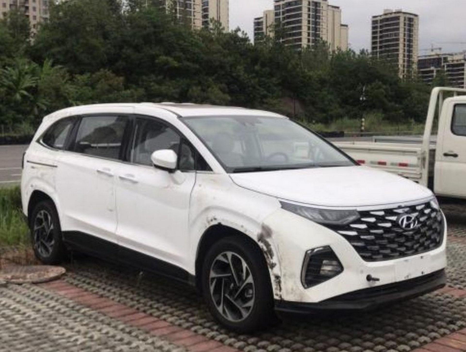 Hyundai_Custo_leaked_0000