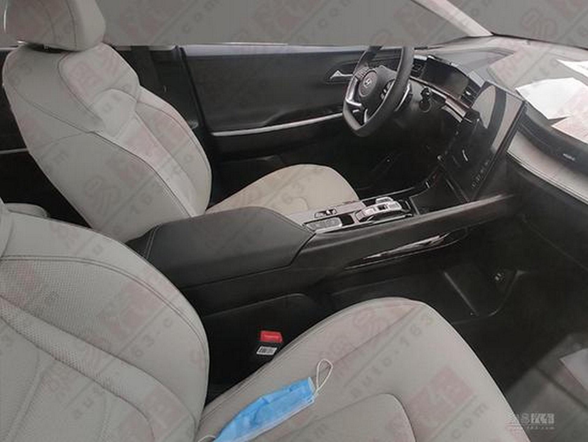 Hyundai_Custo_leaked_0011