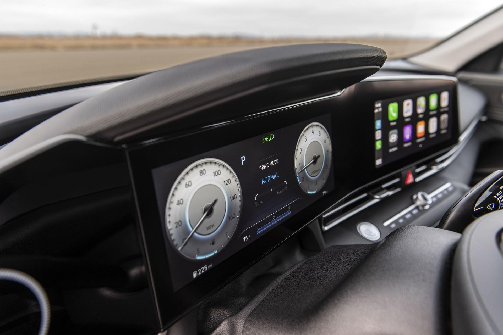 Hyundai-Elantra-2021-23