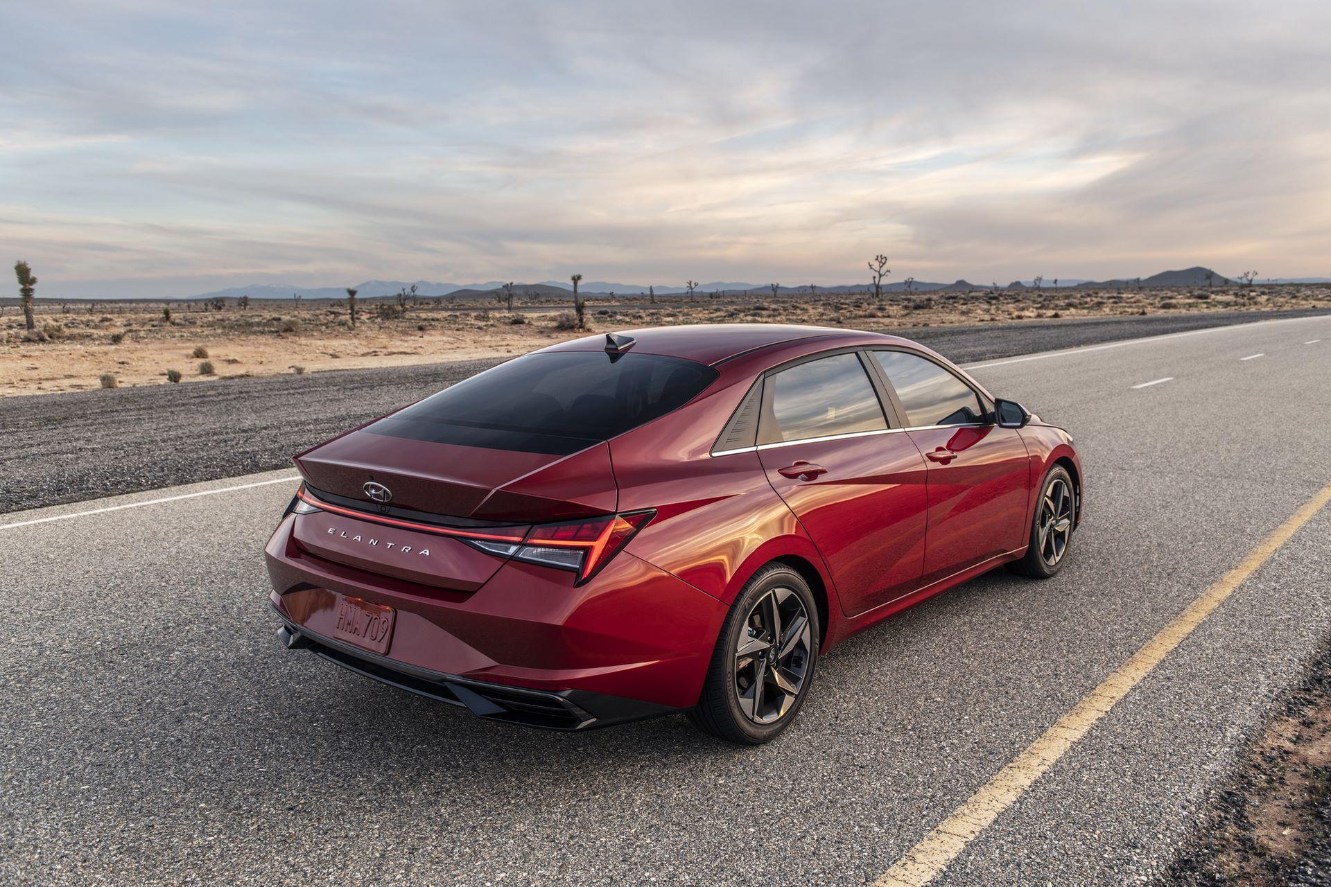 Hyundai-Elantra-2021-8