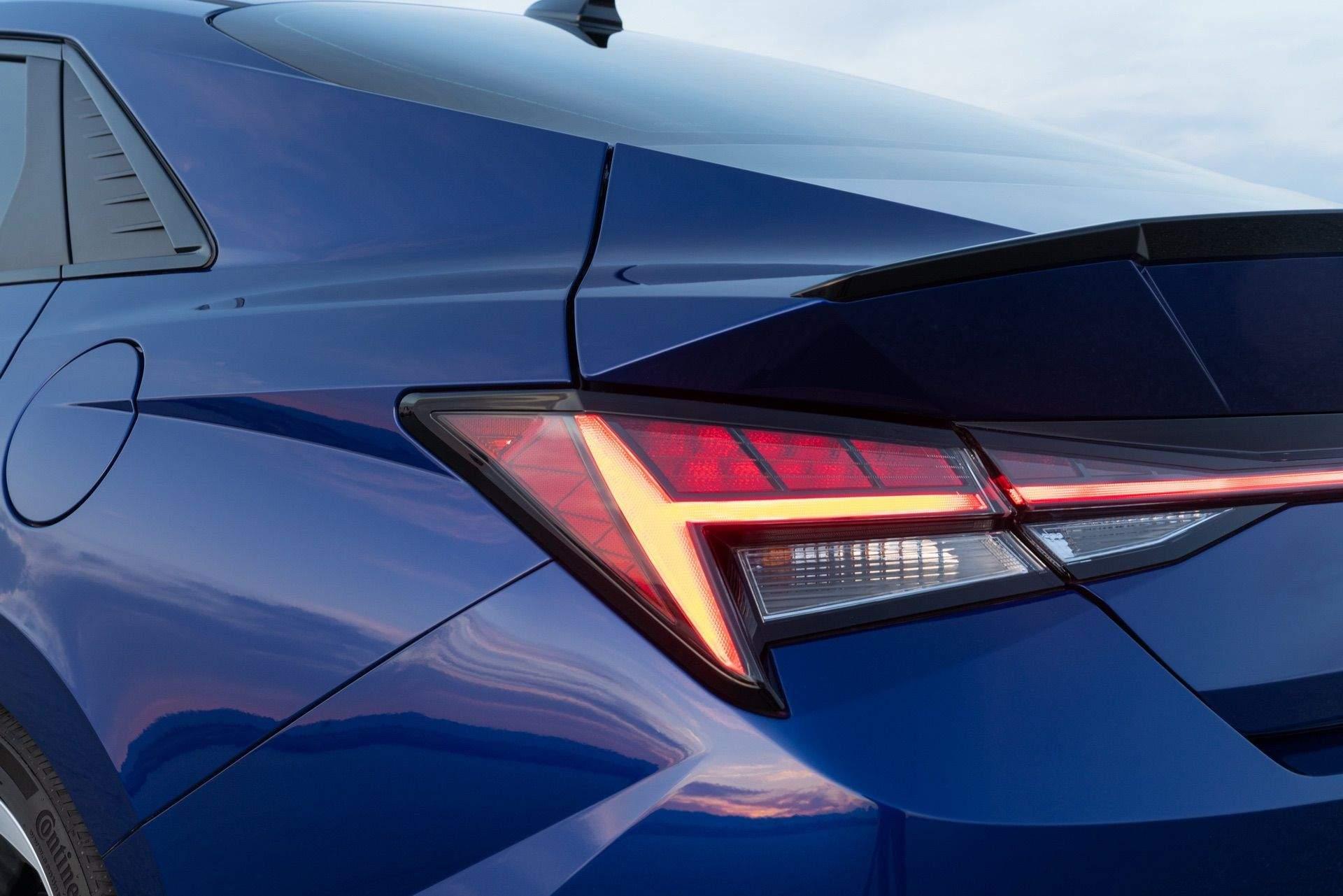Hyundai-Elantra-N-Line-i30-Sedan-03