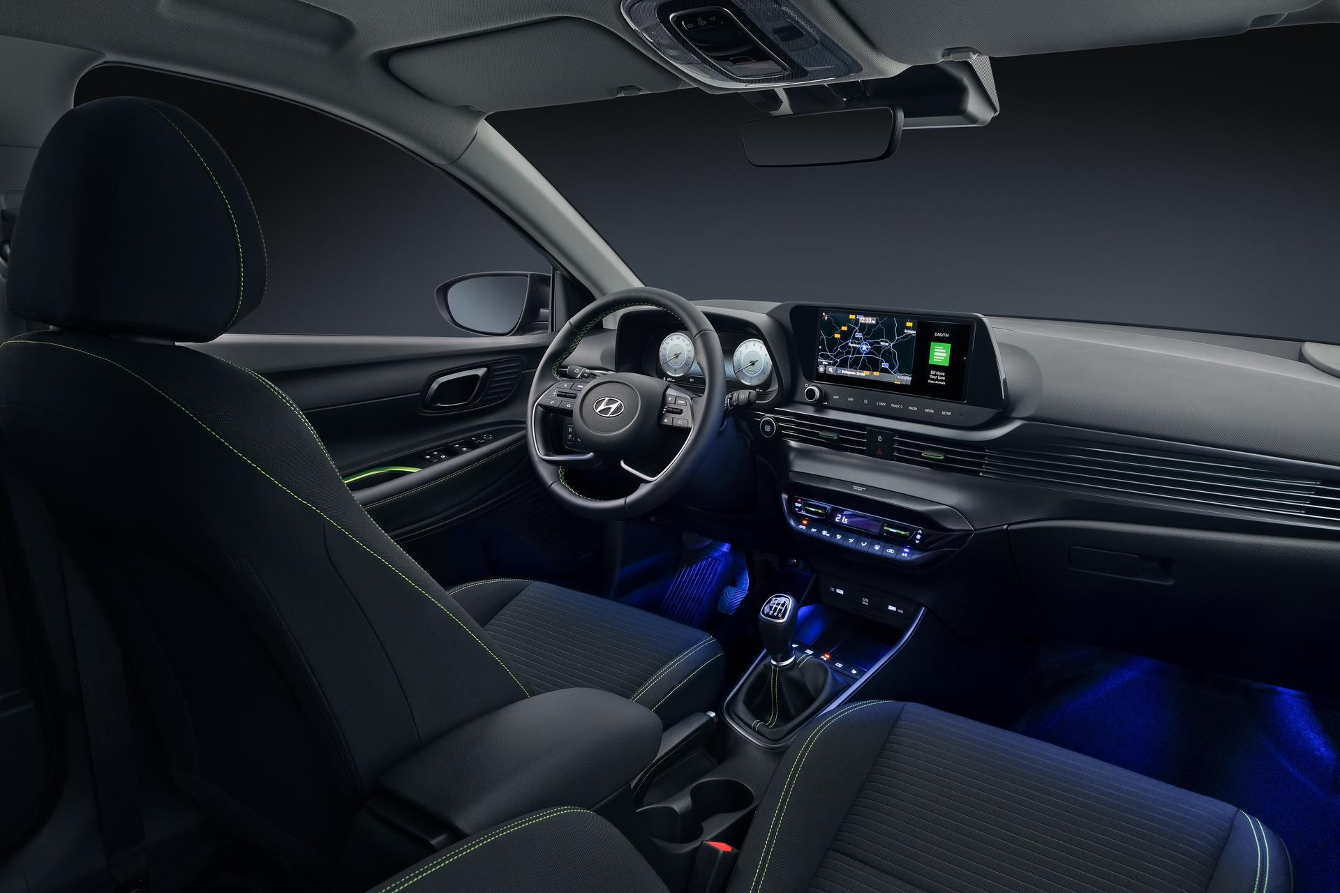 Hyundai_i20_interior_0005