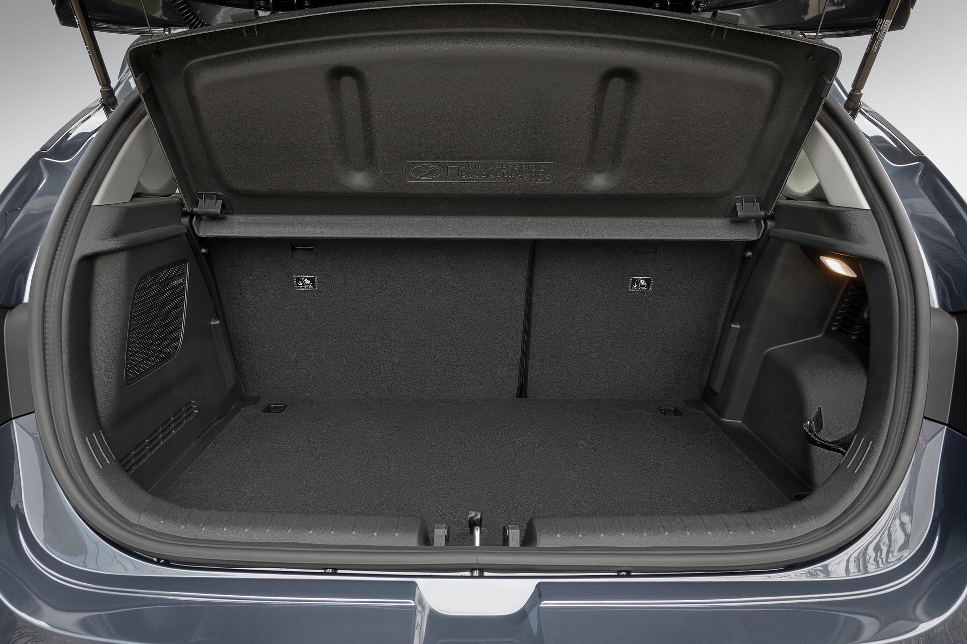 Hyundai_i20_interior_0007