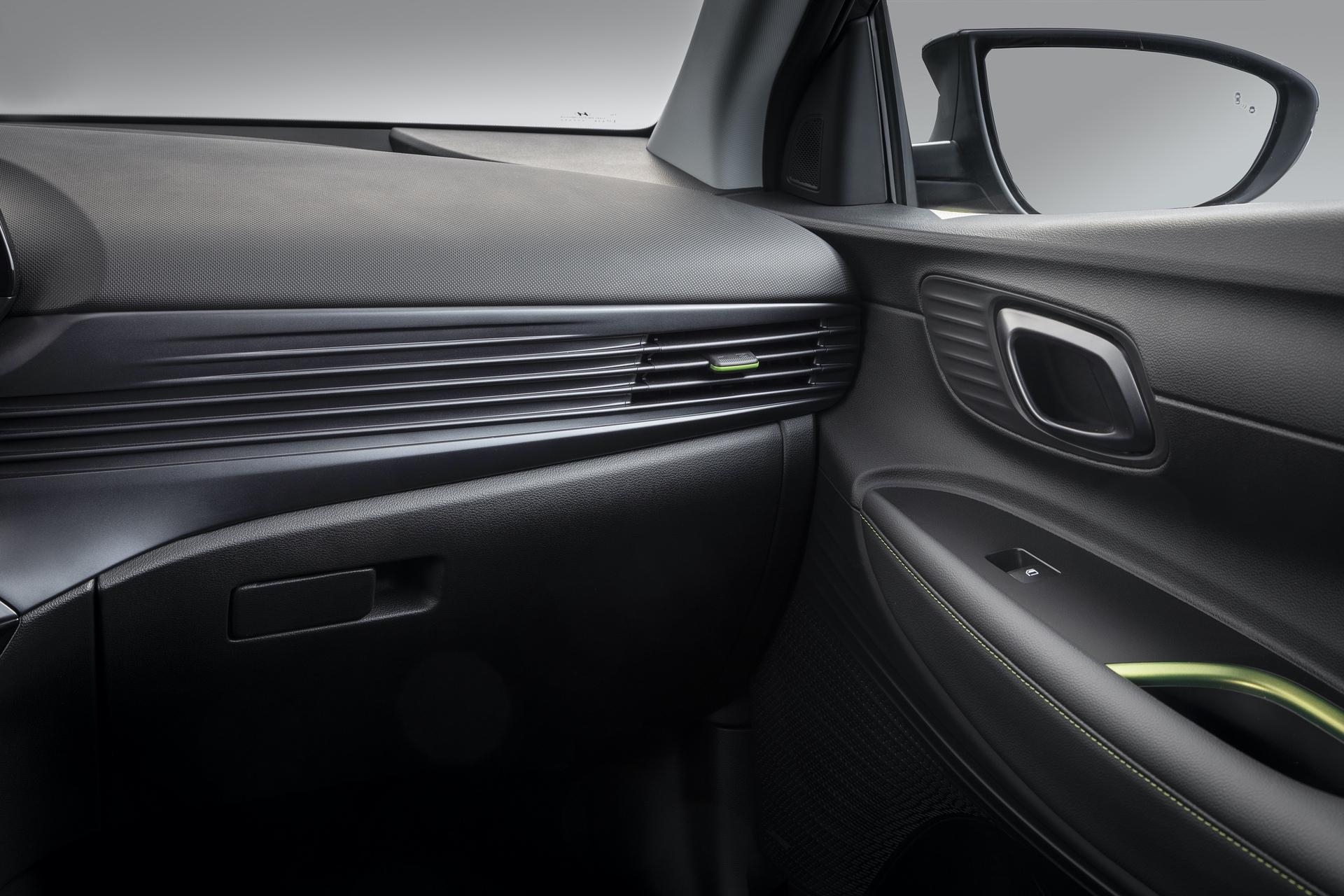 Hyundai_i20_interior_0011