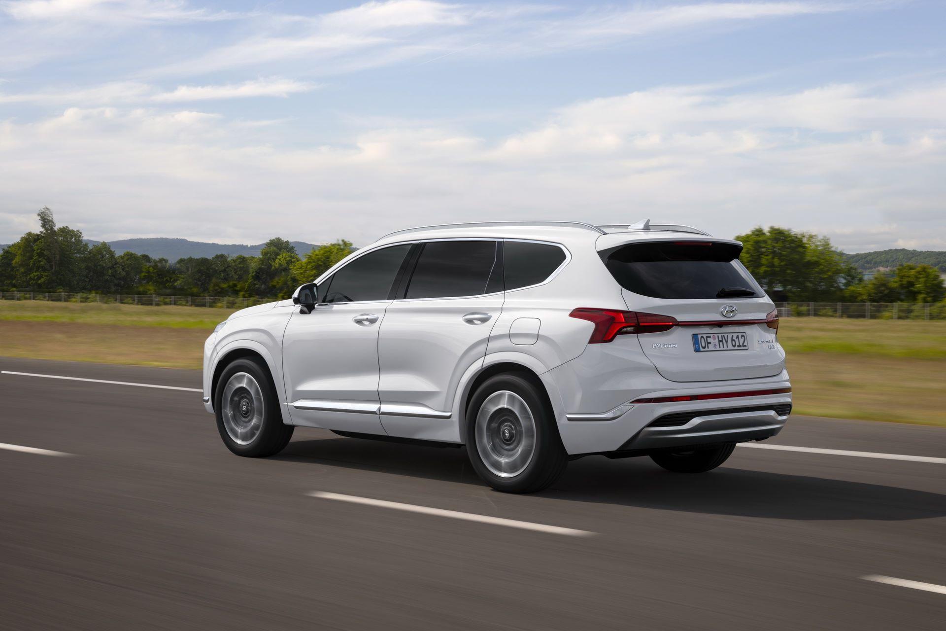 Hyundai-Santa-Fe-2020-23