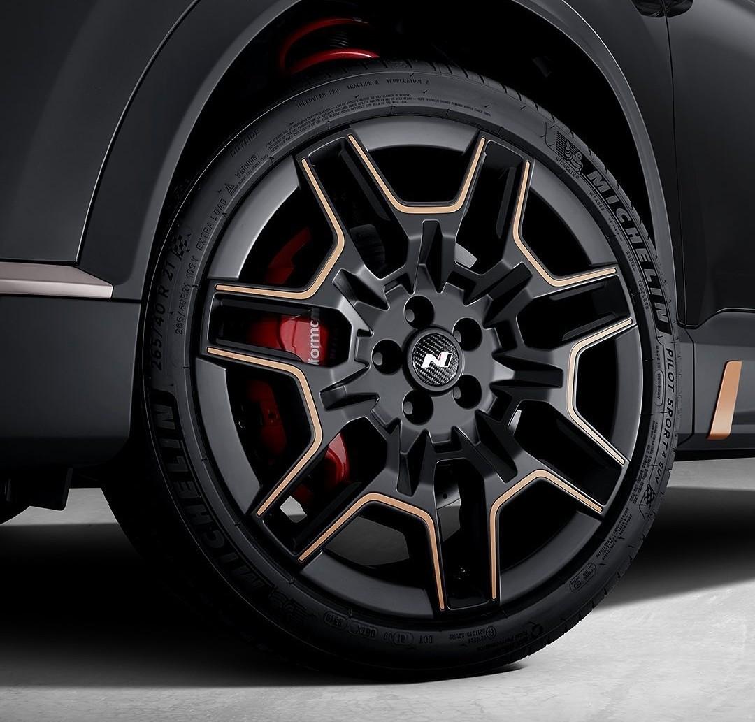 Hyundai-Santa-Fe-With-N-Performance-Parts-14