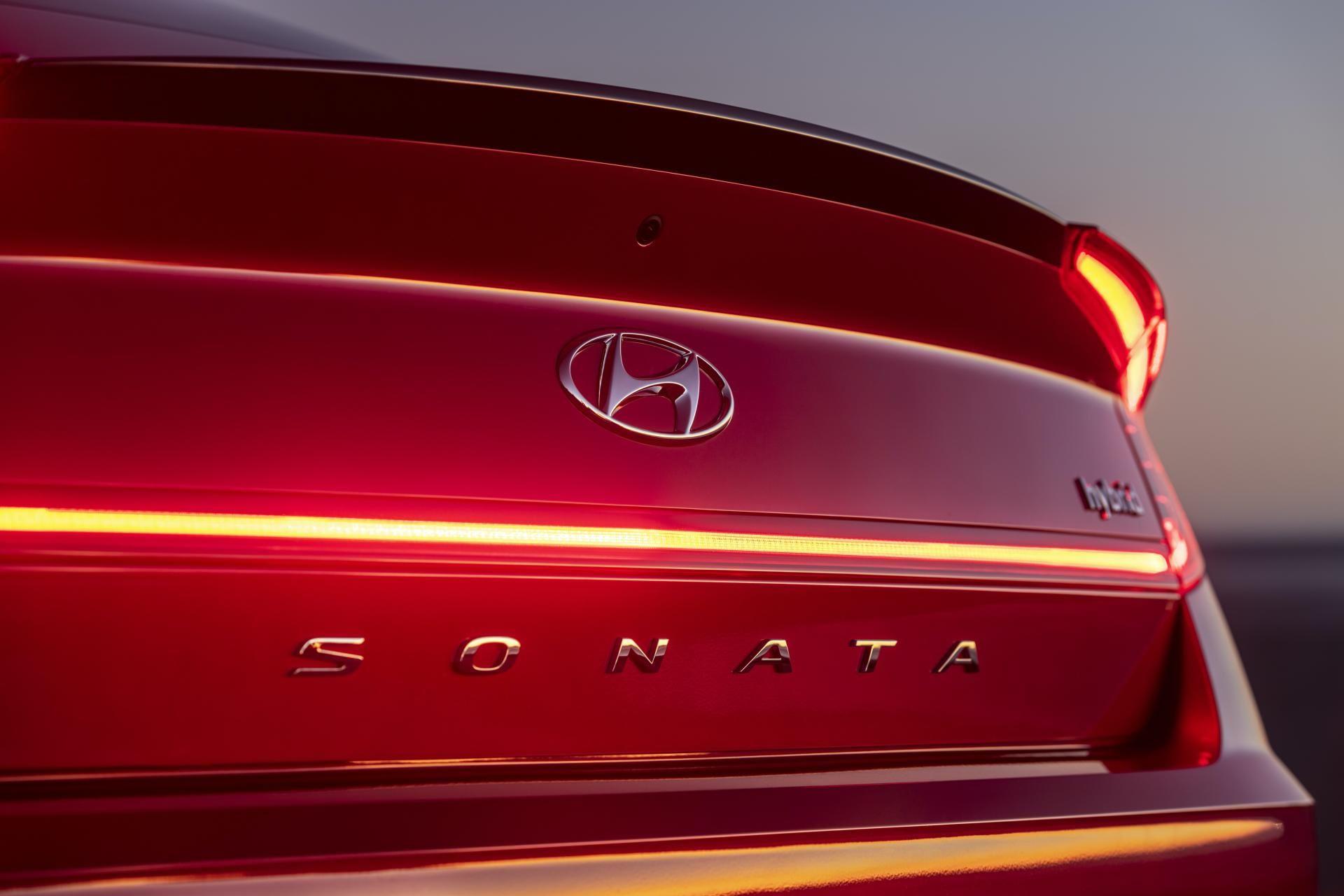 2020-Hyundai-Sonata-Hybrid-11