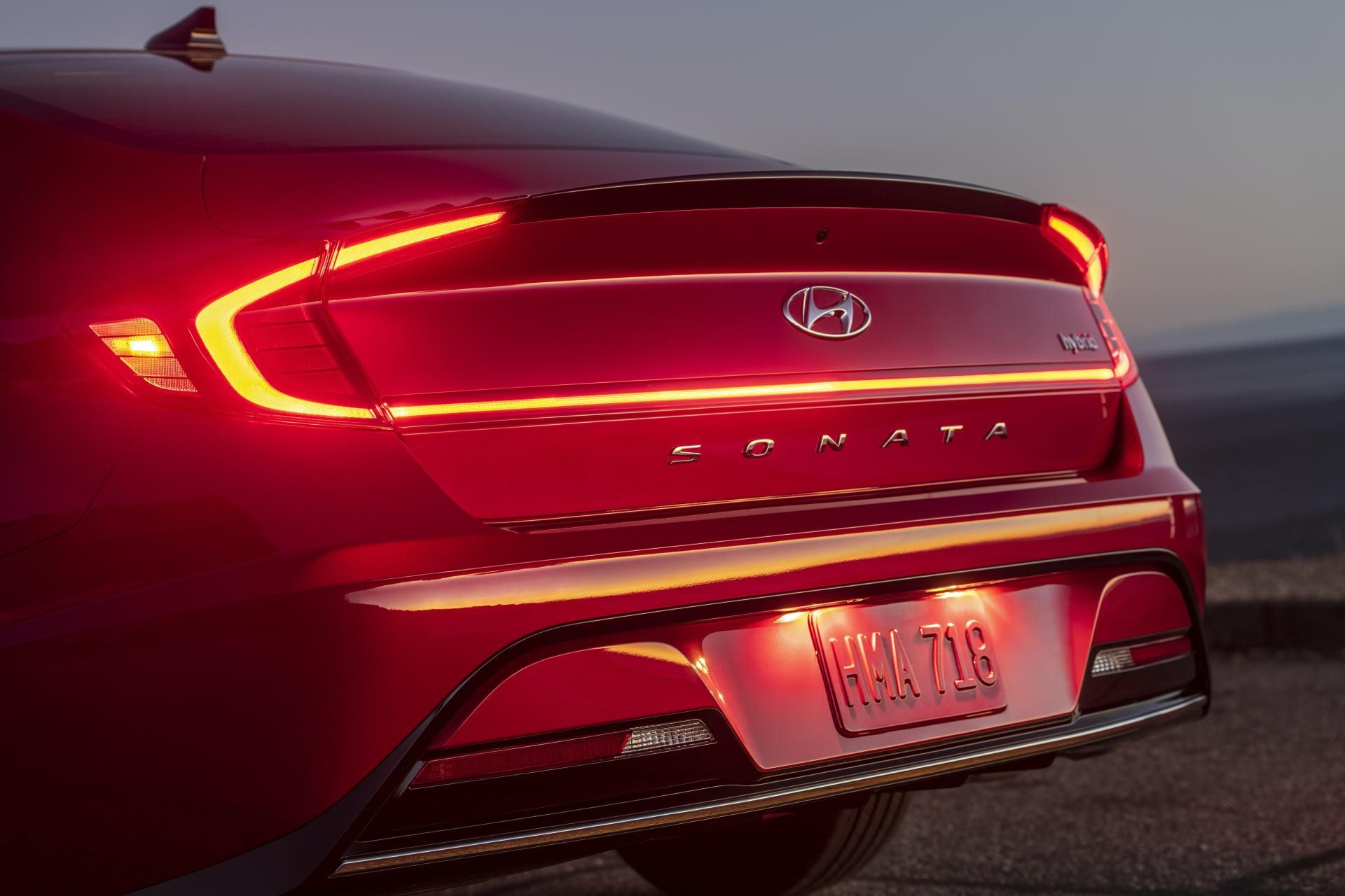 2020-Hyundai-Sonata-Hybrid-13