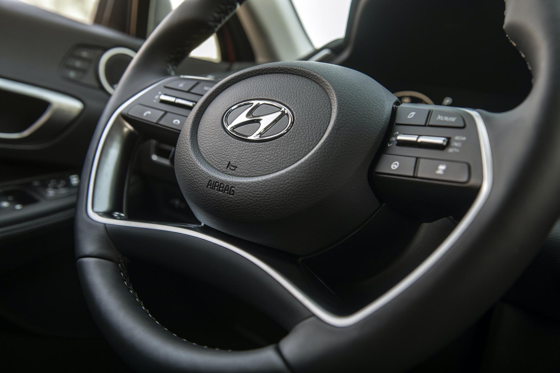 2020-Hyundai-Sonata-Hybrid-39