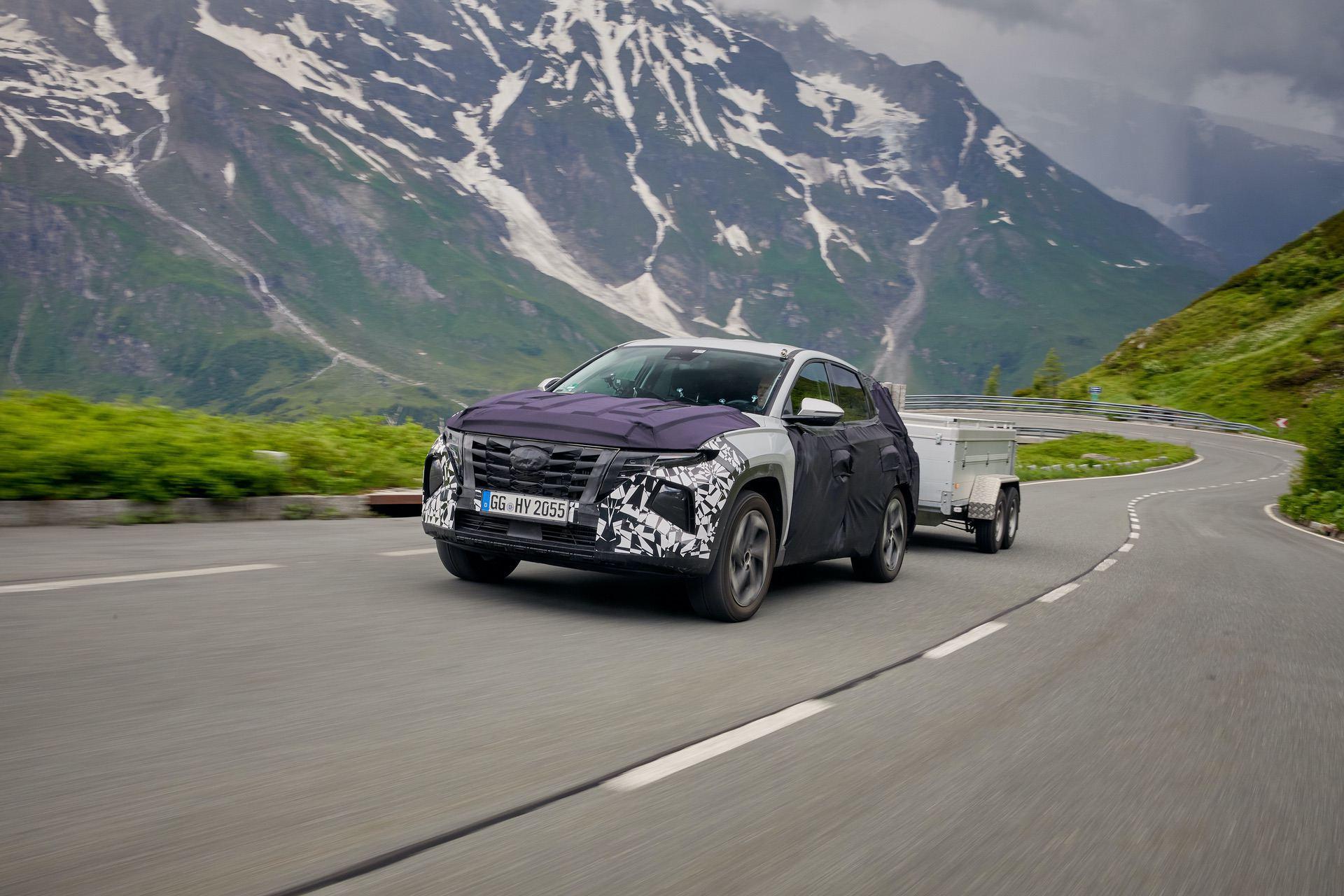 all-new-Hyundai-Tucson-trailer-testing-4